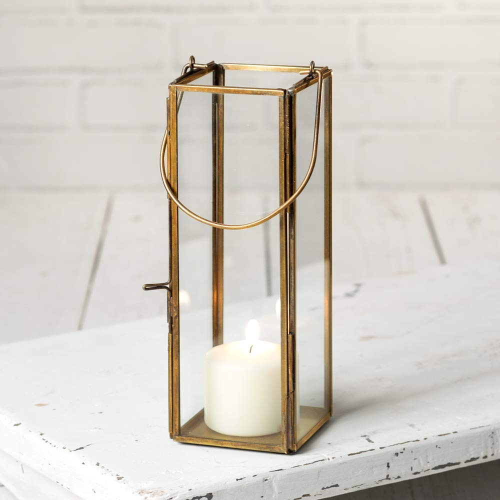 This  lantern  would add such a pretty glow to a tabletop.