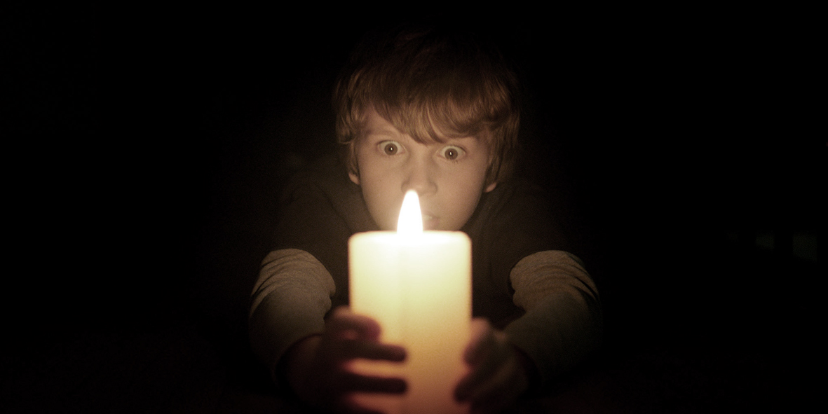 Lights Out horror film directed by David F Sandberg starring Teresa Palmer, Gabriel Bateman Maria Bello and Alexander DiPersia