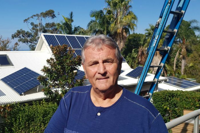 PHOTO: Rex Leighton expected his solar panels to last 25 years. They lasted less than five. (ABC News: Jerry Rickard)