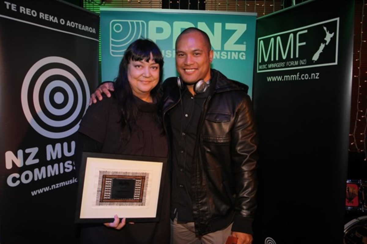 Teresa Patterson (CRS Management) North Island Manager Winner with Francis Kora