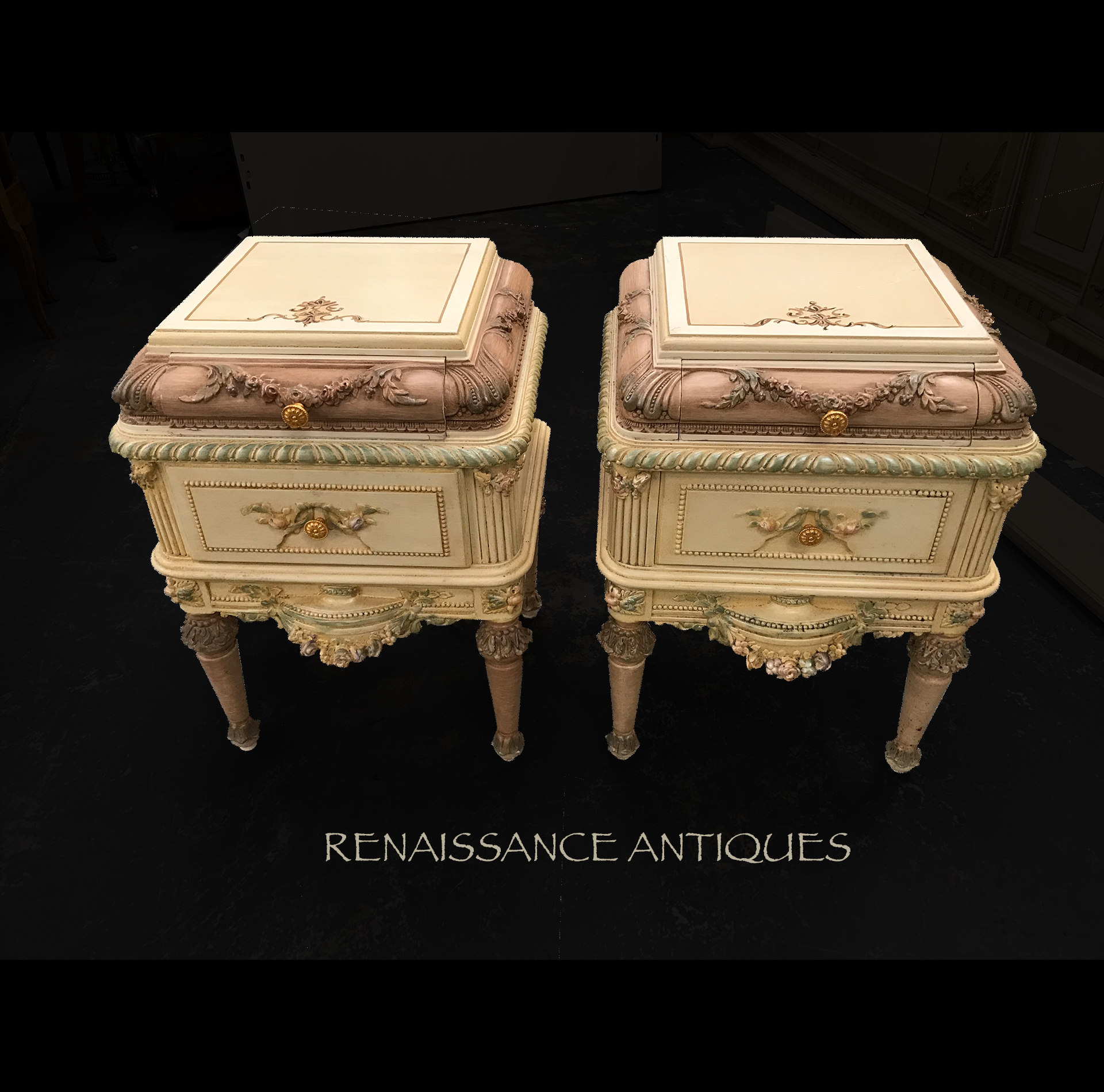Very nice antique style dressing table .. Renaissance Antique Fu