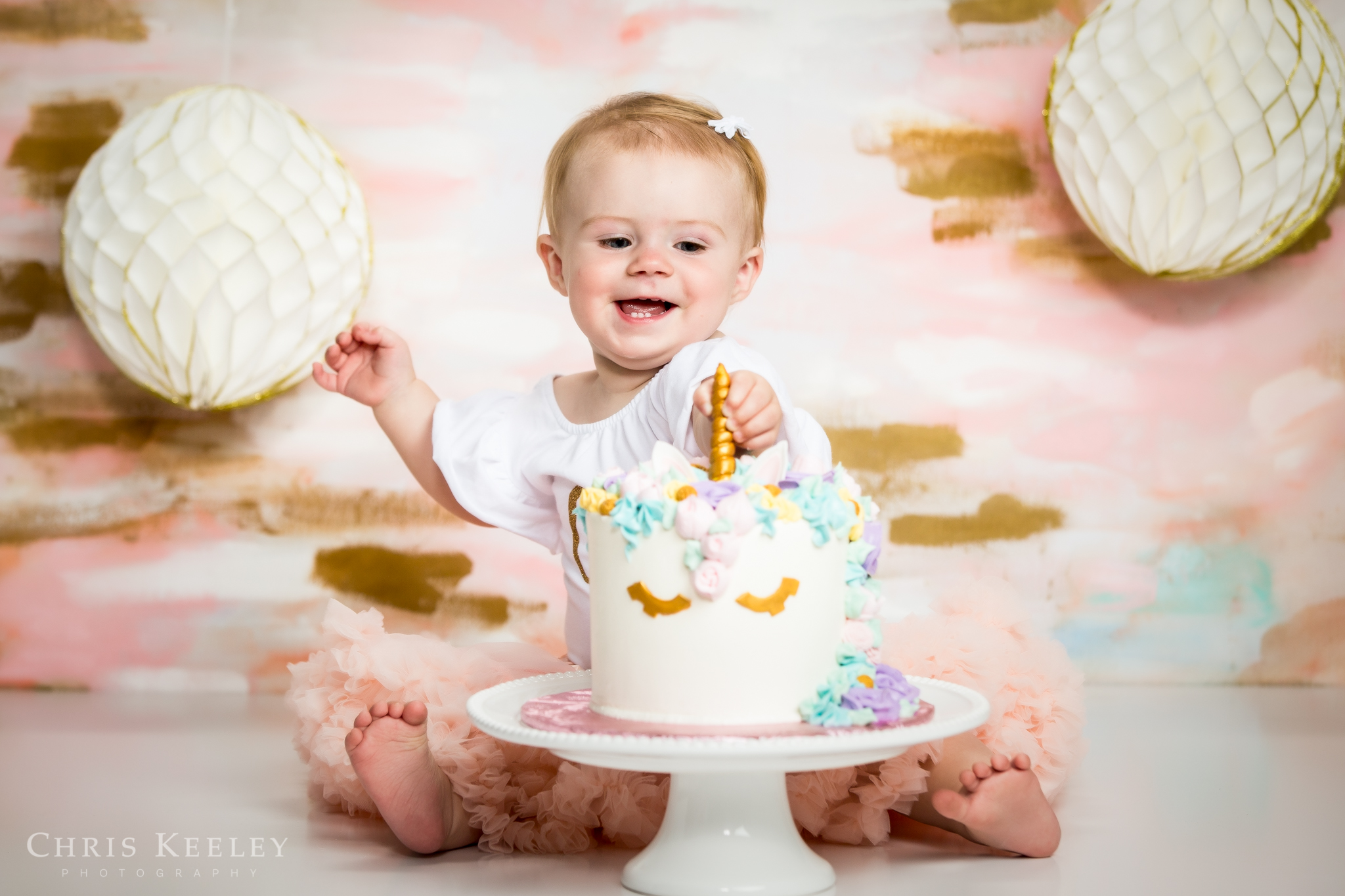 gwendolyn-one-year-cake-smash-dover-new-hampshire-photographer-02.jpg