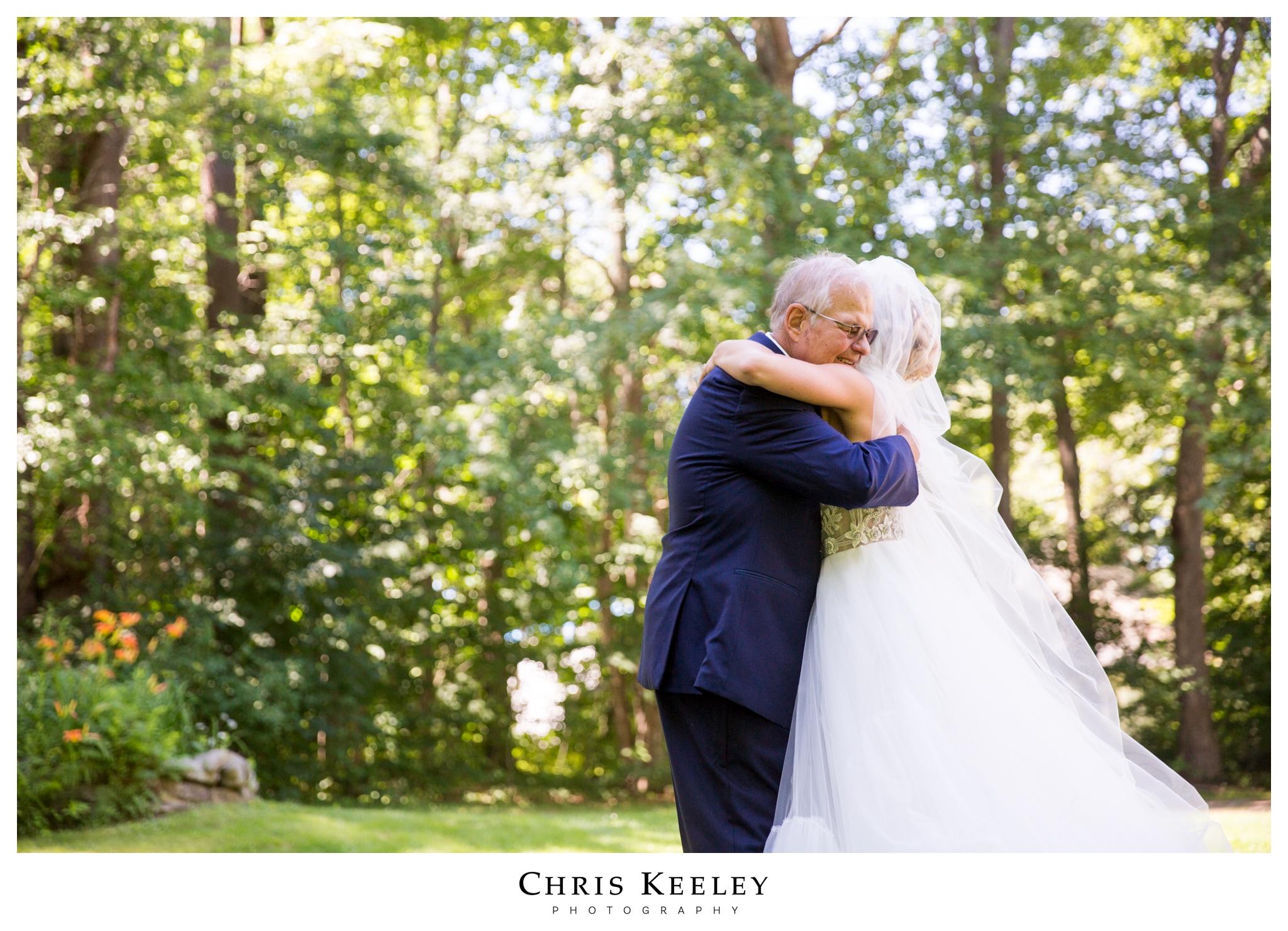 dad-daughter-first-look-hugs.jpg