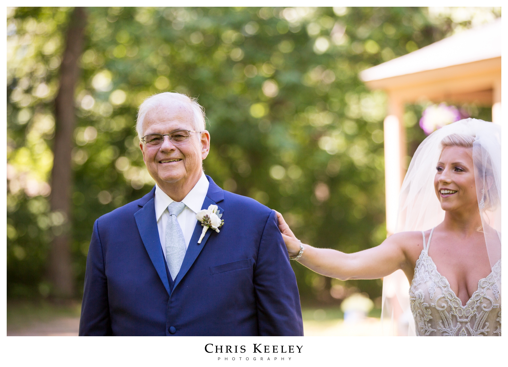 bride-first-look-with-dad.jpg