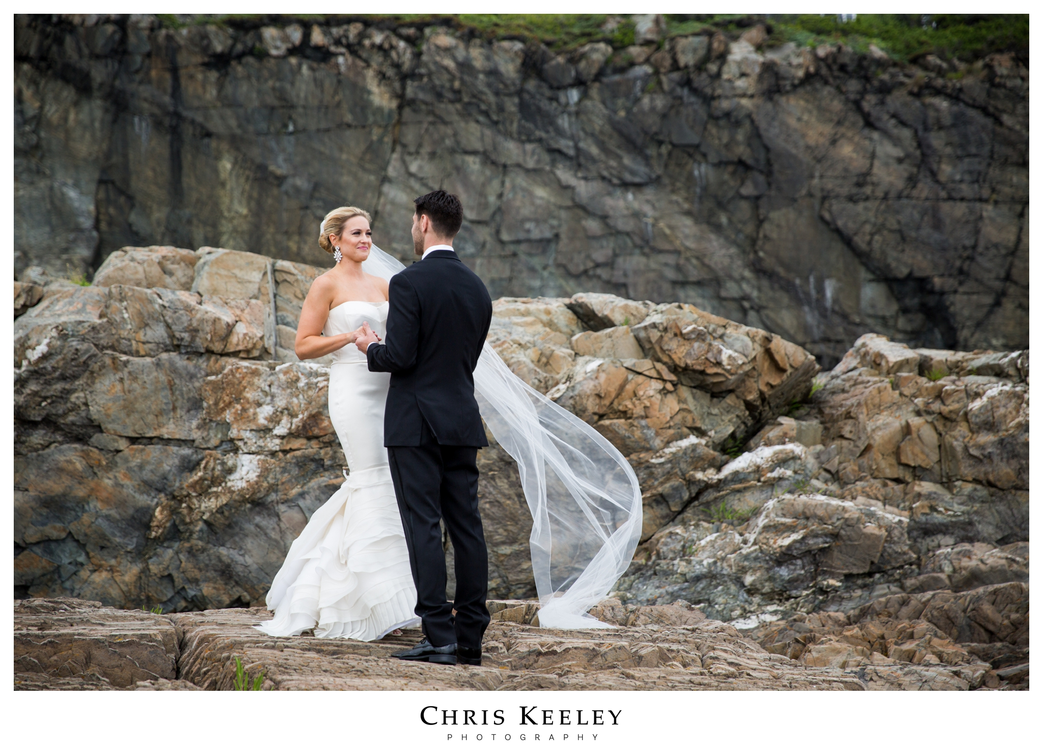cliff-house-bride-groom-on-rocks.jpg