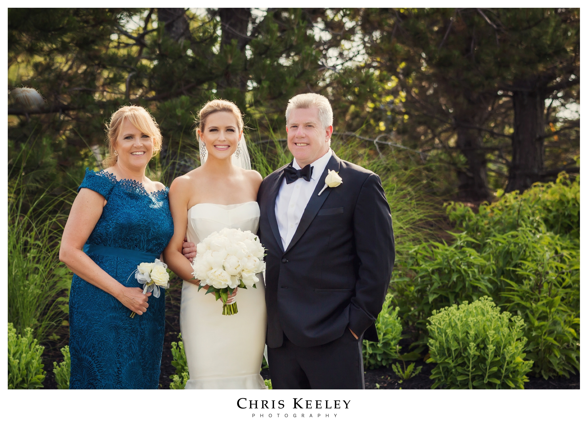 cliff-house-bride-with-parents.jpg
