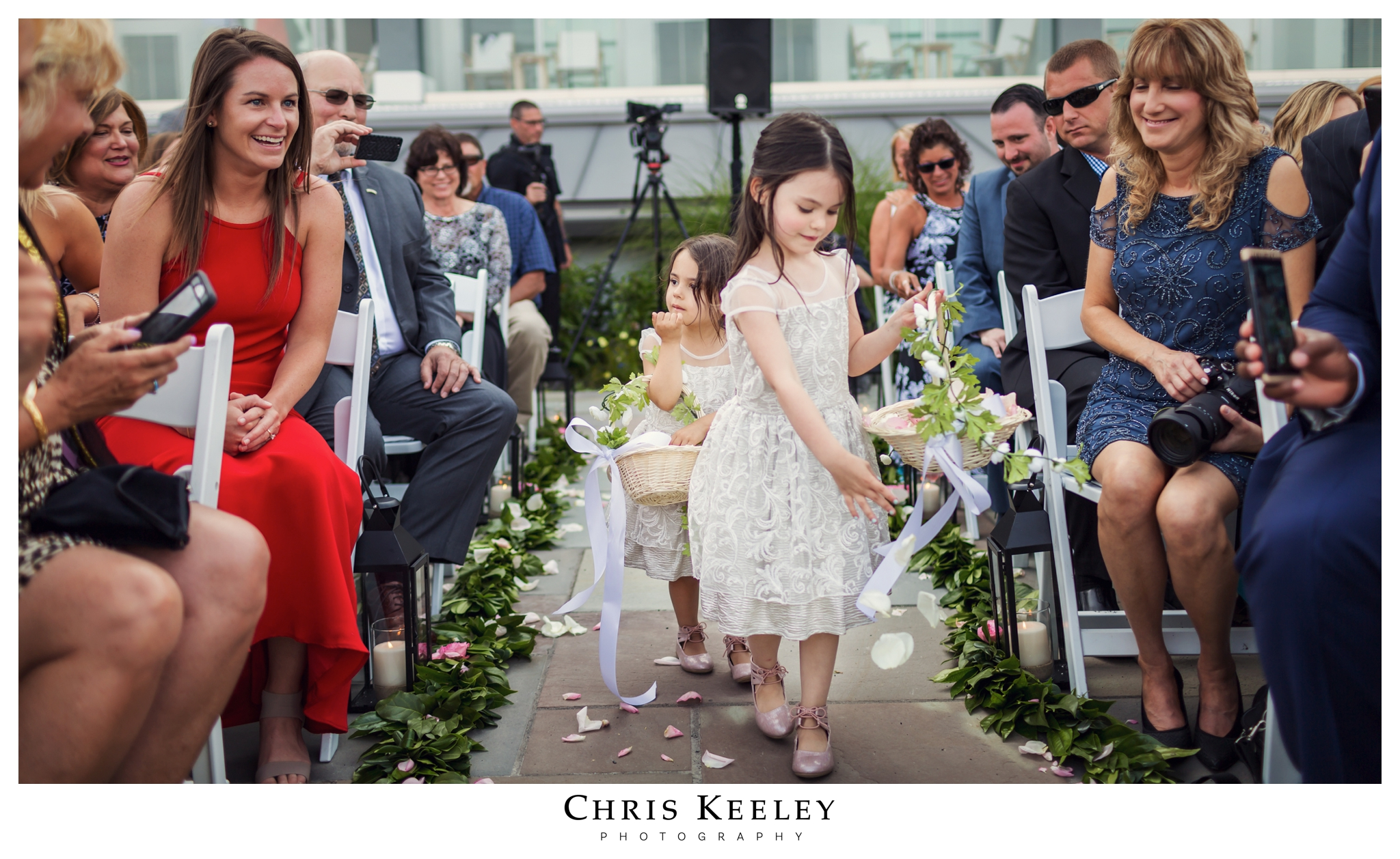 cliff-house-flower-girls-in-aisle.jpg