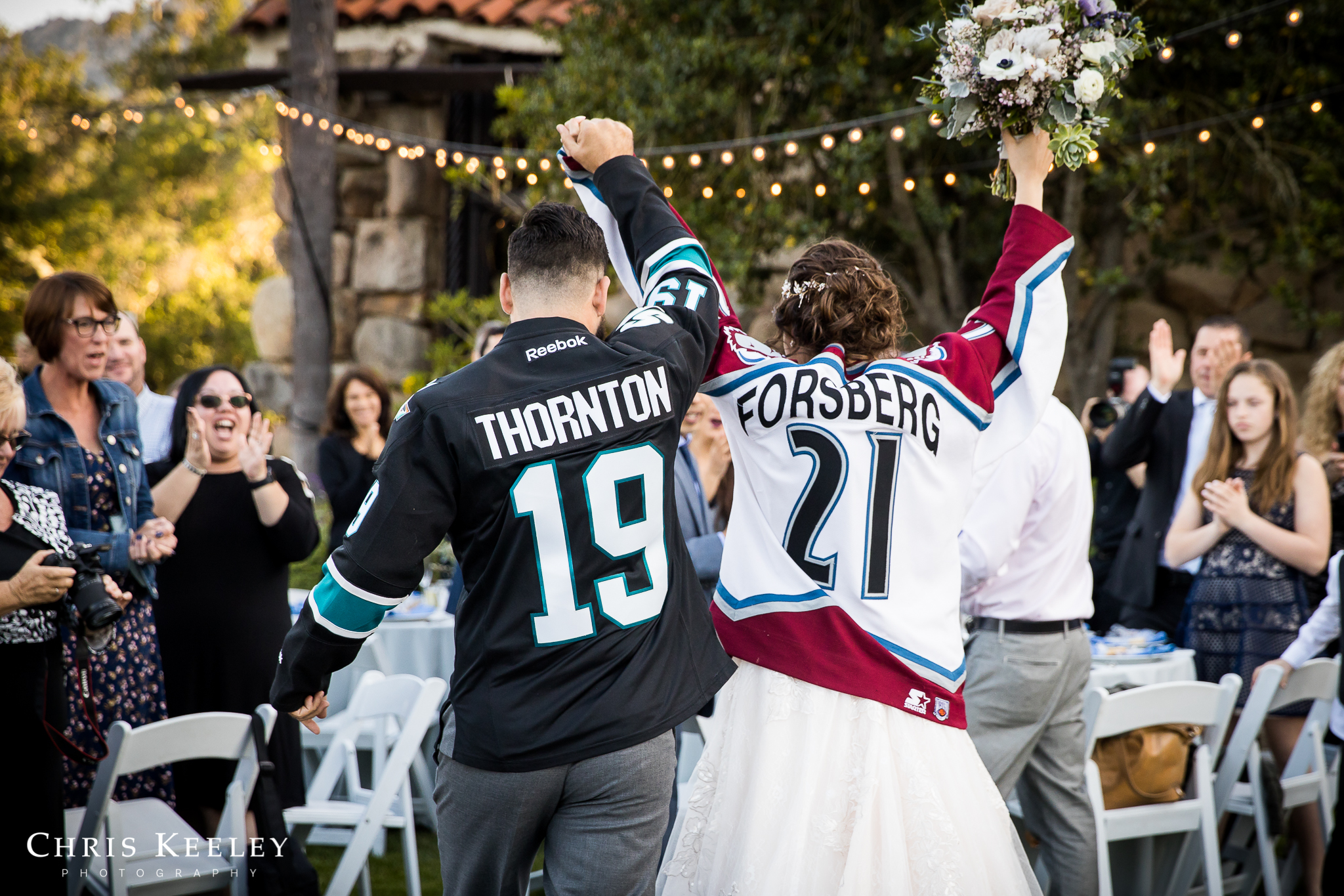 wedding-pictures-hockey-jerseys.jpg