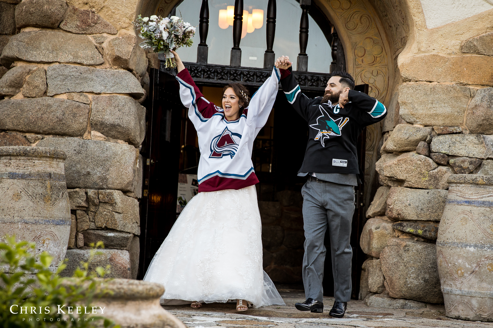 bride-groom-in-hockey-jerseys.jpg
