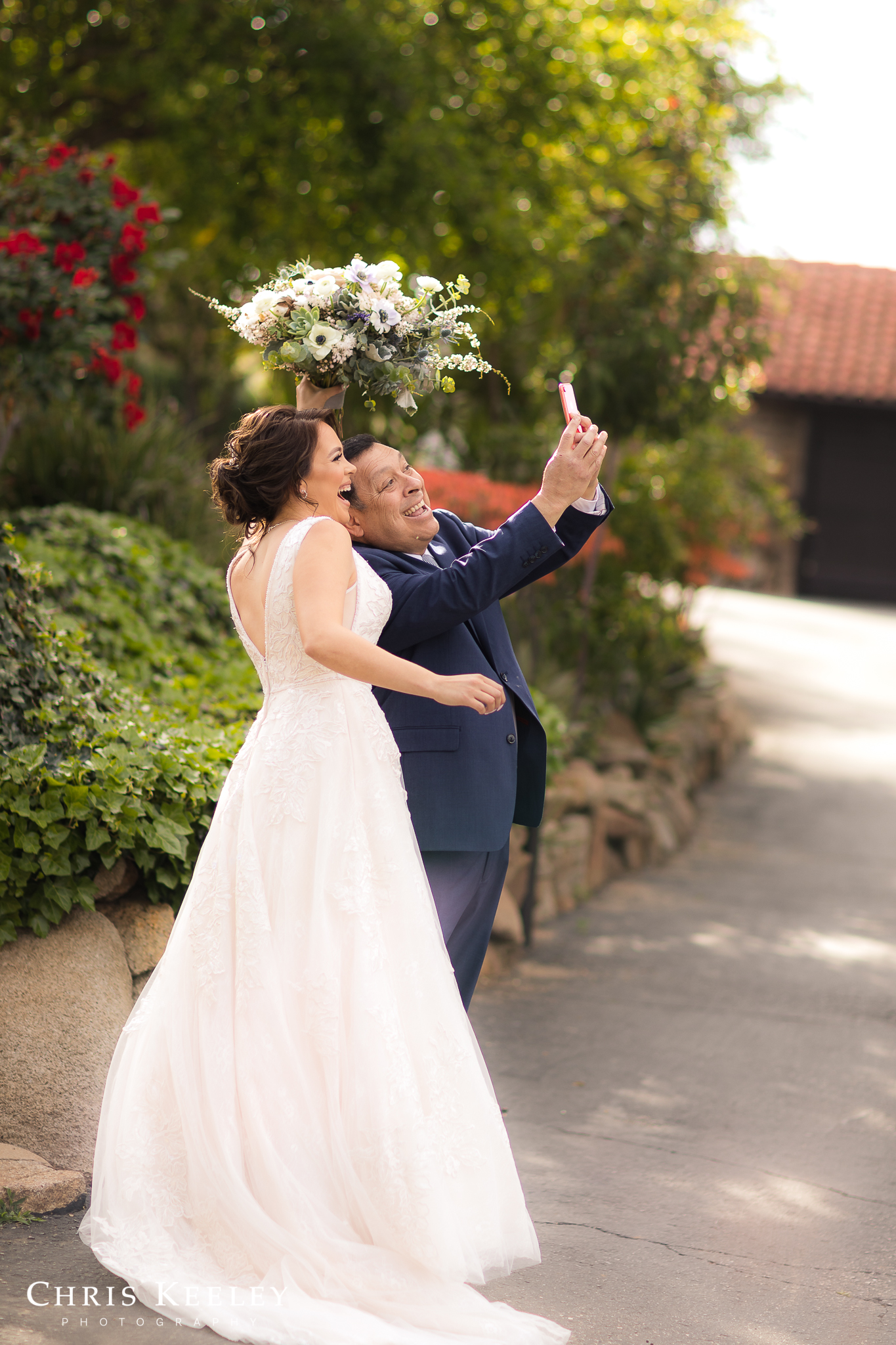 bride-and-dad-take-selfie.jpg