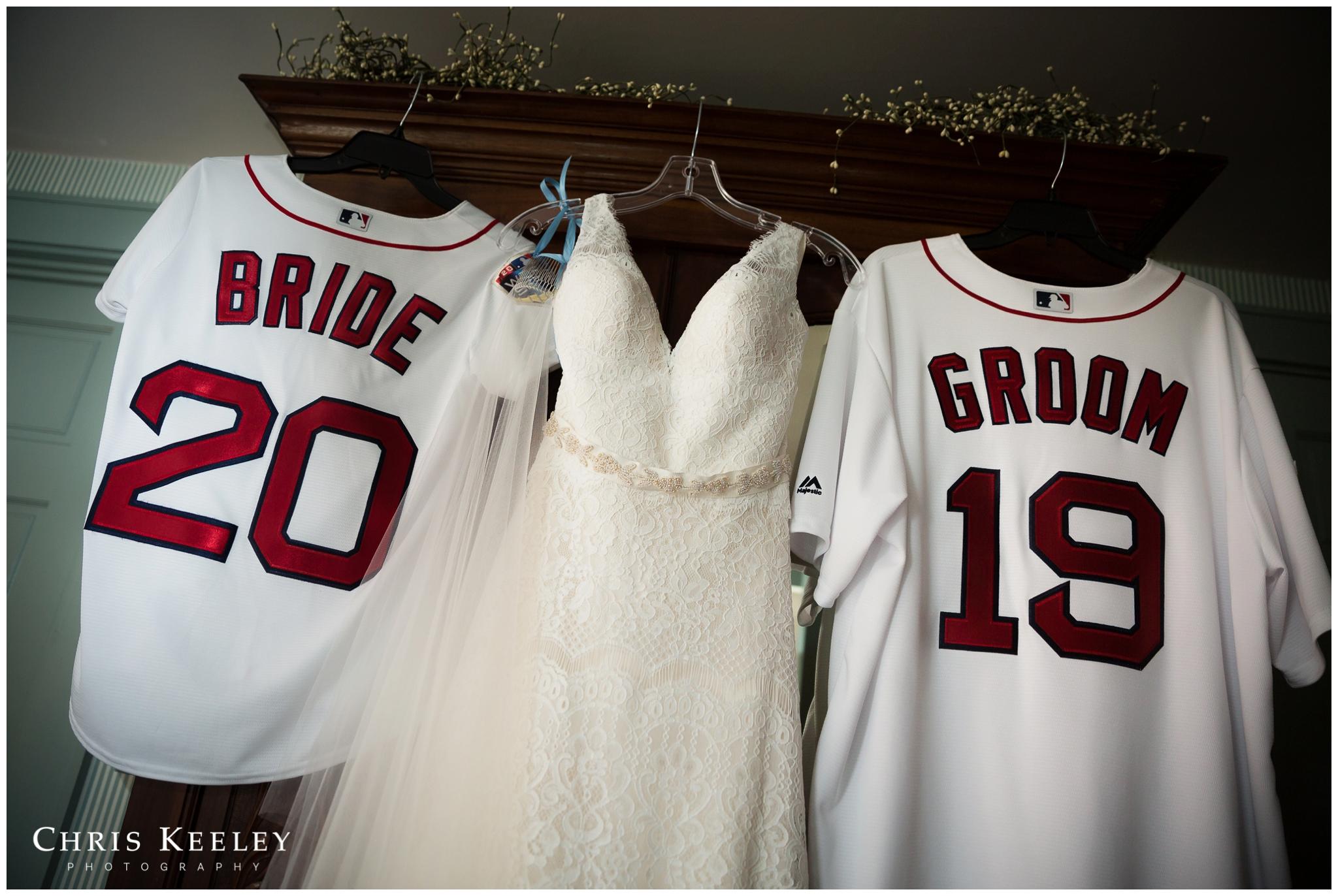 wedding-dress-with-red-sox-custom-bride-groom-jerseys.jpg