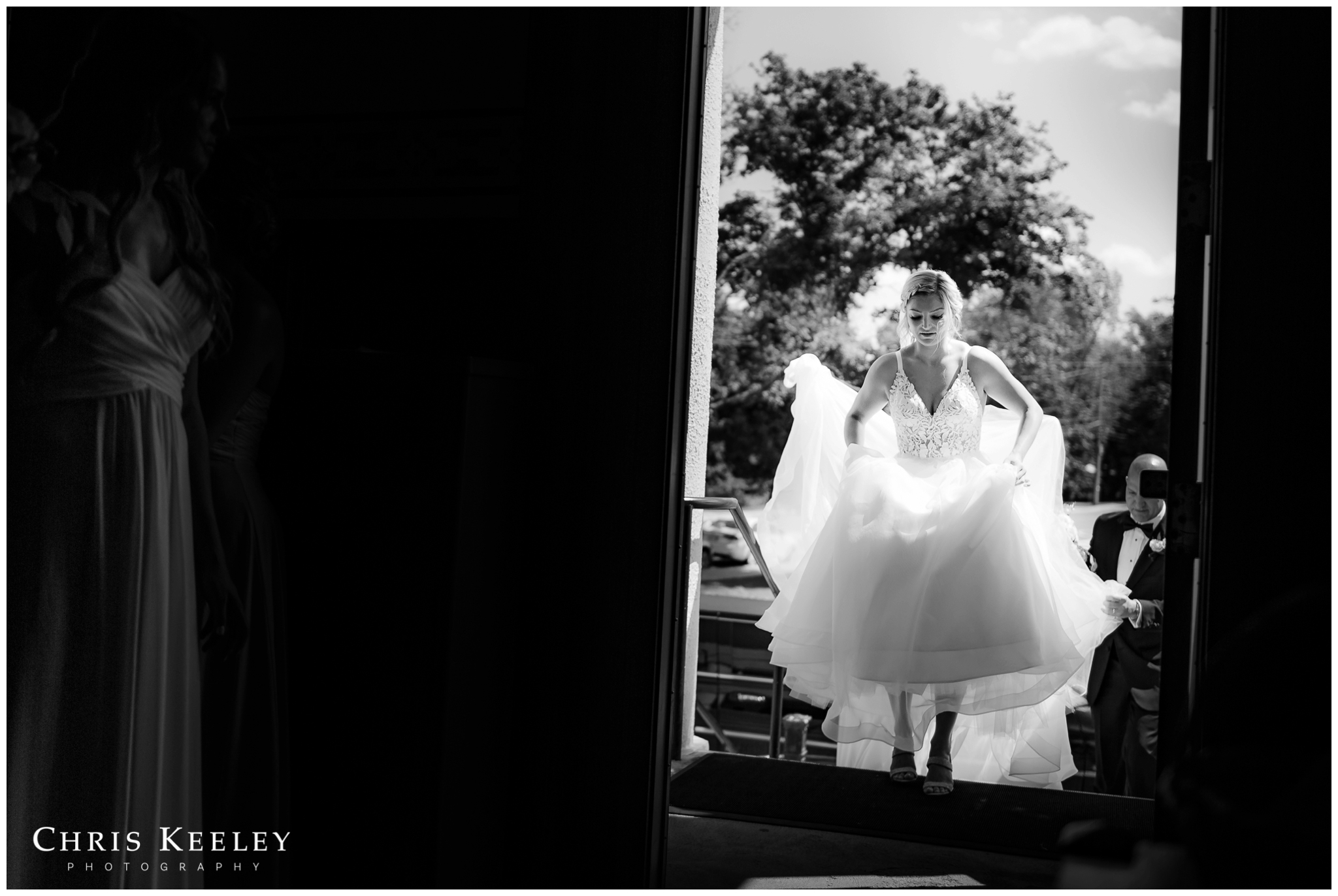 dramatic-storytelling-bride-entering-church.jpg
