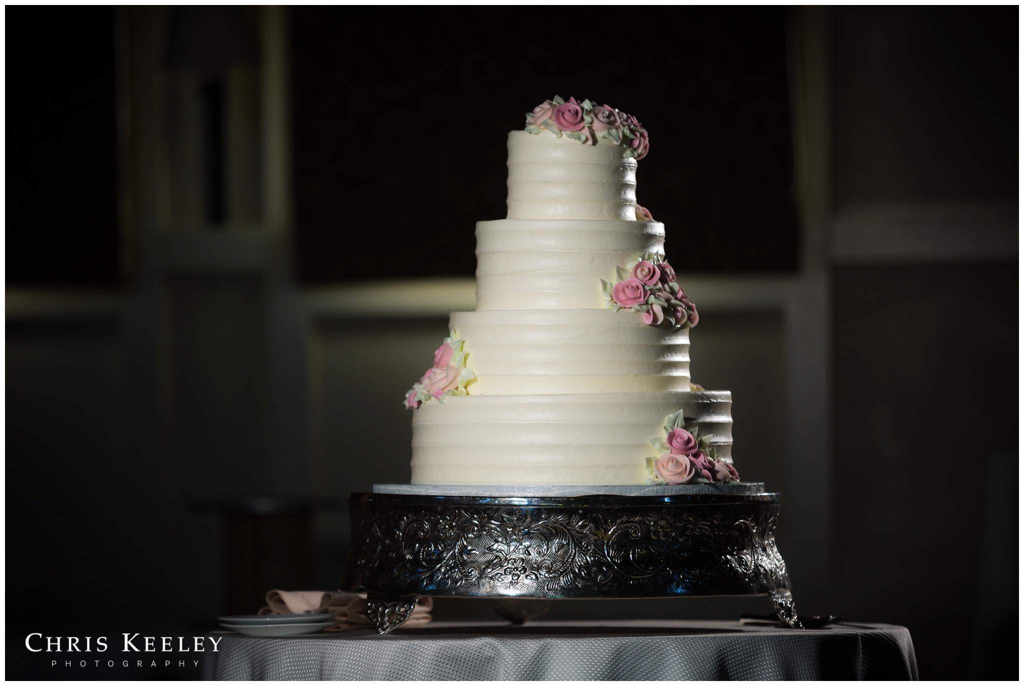 montillios-bakery-tiered-wedding-cake.jpg
