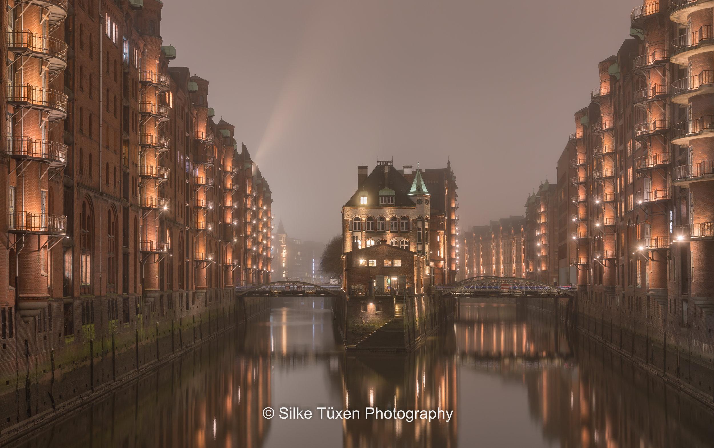 Foggy evening, old Hamburg - Nebliger Abend, alt Hamburg