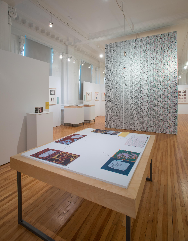 De gauche à droite :  La timidité vaincue  (Julie Doucet, 2016),  Esquisses Graff  (collectif, 1986),  La forteresse  (Guillaume Brisson Darveau, 2016) et au centre  Relire  (Thomas Corriveau, 2016). Crédit photo : BAnQ
