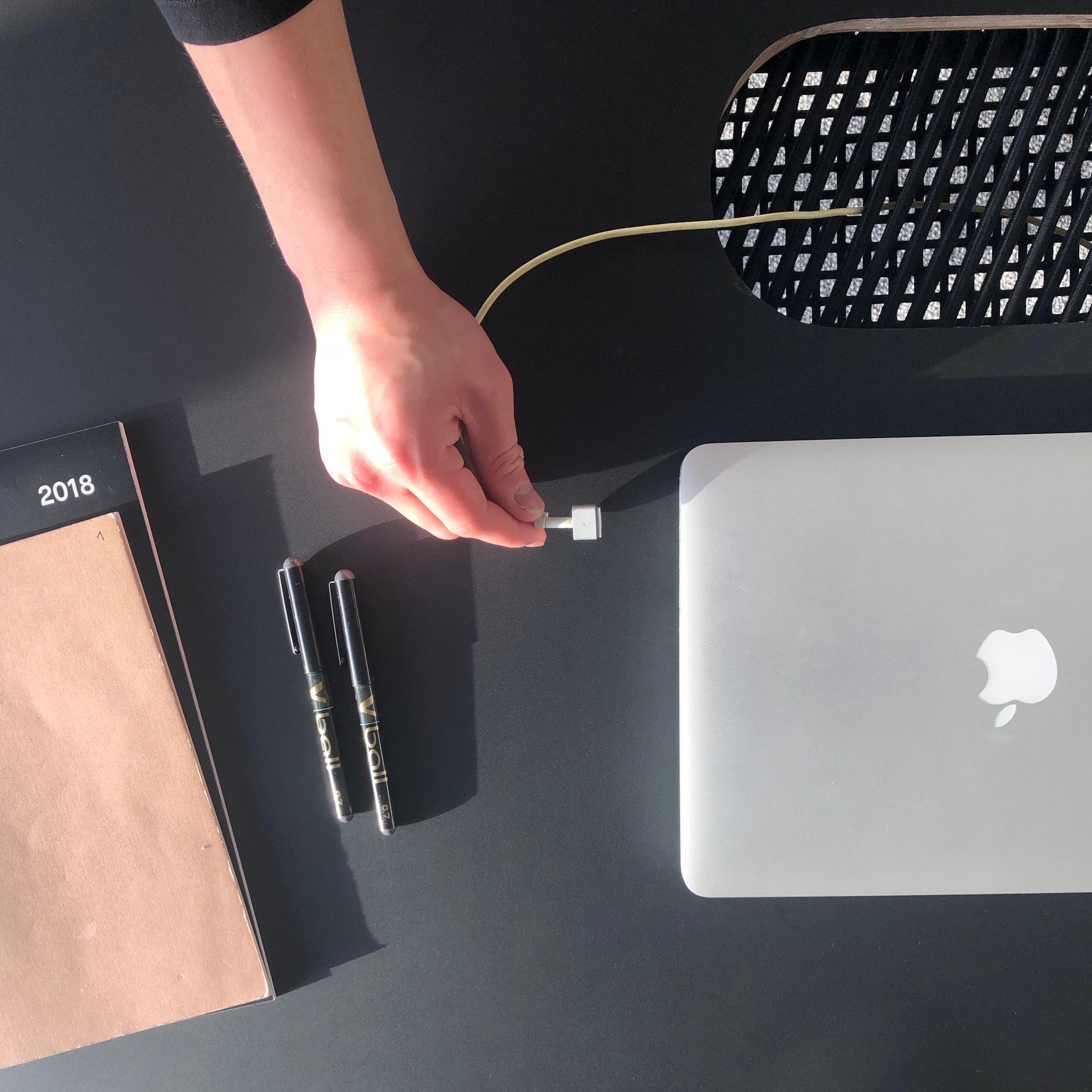 Brennan-Chiu_Industrial-Design_Design-Studio-Table_Detail-1.jpg