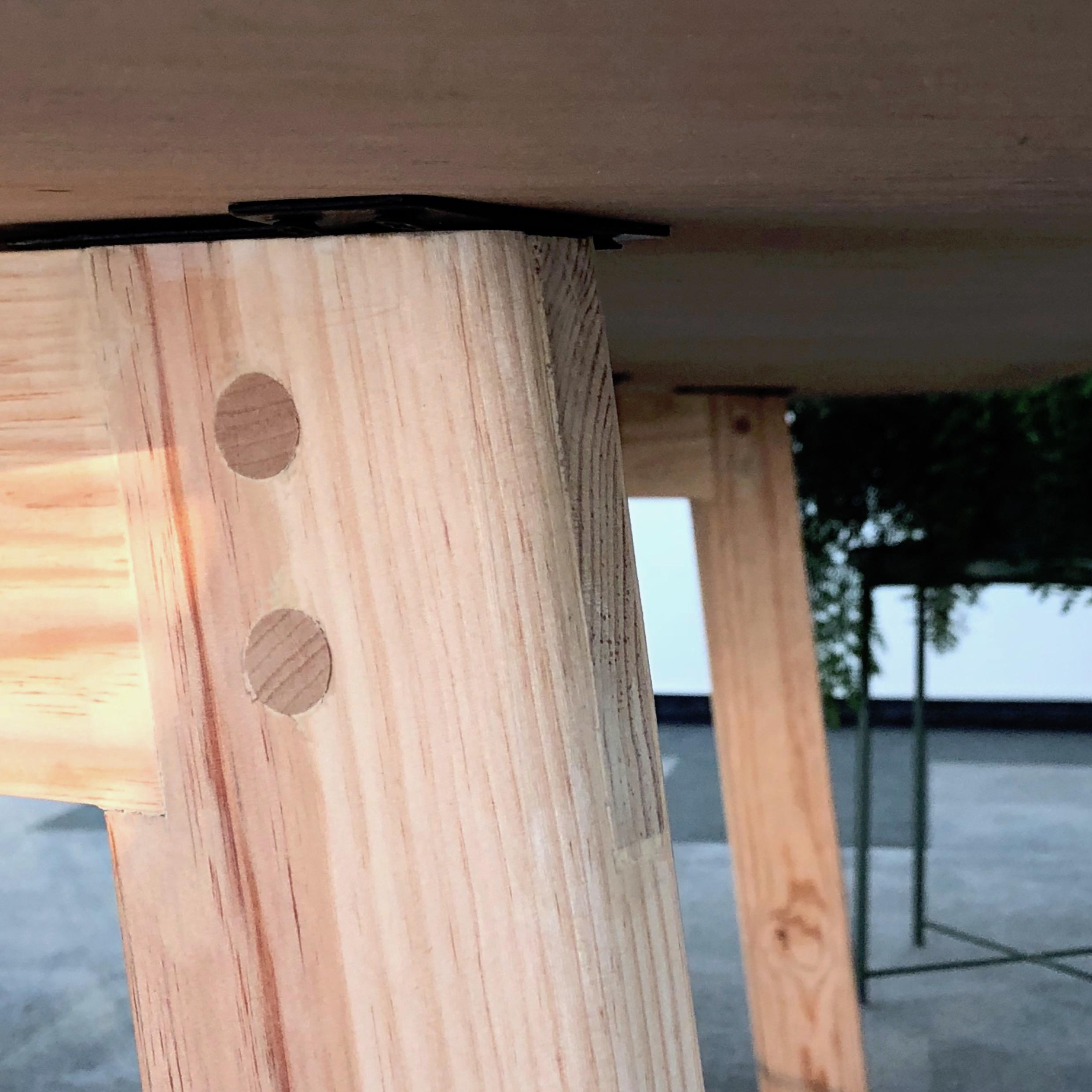 Brennan-Chiu_Industrial-Design_Design-Studio-Table_Detail-2.jpg