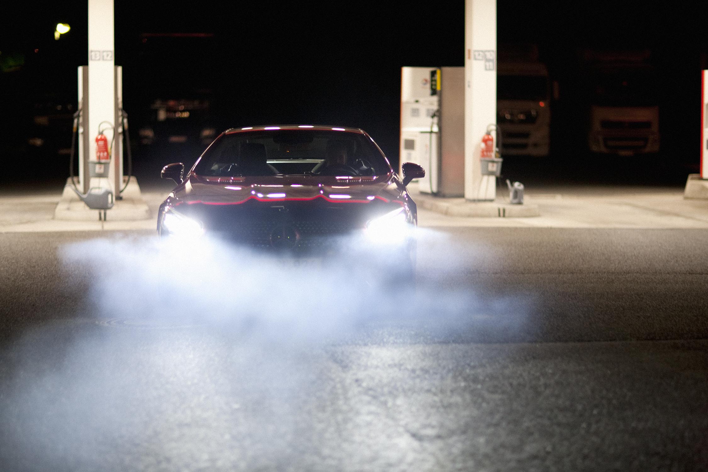 """""""Die Fahrende Frau""""   Leonie Seifert x Mercedes-Benz SL 500  for    Zeit Magazin Mann"""
