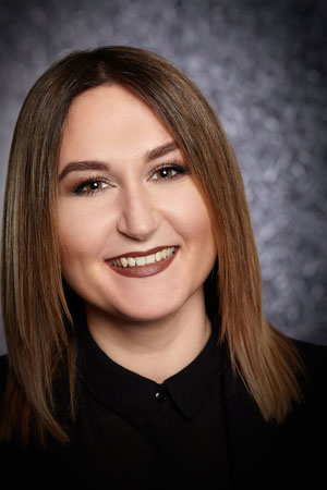 Marina Kravcenko - Stylist   Spezialisiert auf:  Trendige Damen- und Herrenhaarschnitte  ⁃ Außergewöhnliche Strähnen- und Färbetechniken  ⁃ Perfekte OMBRE-Haarfärbung  ⁃ Typgerechtes Make-up  ⁃ Verschiedenste Kosmetikbehandlungen  ⁃ Kopfhautmassage Expertin  Sie ist mit Leib und Seele Friseurin und hat ihr Herz am richtigen Fleck. Mit ihrem sympathischen Wesen und ihrem unersättlichem Teamgeist begeistert sie täglich unsere Kunden. Marina kann ihre Kunden auch gerne in englischer Sprache bedienen!