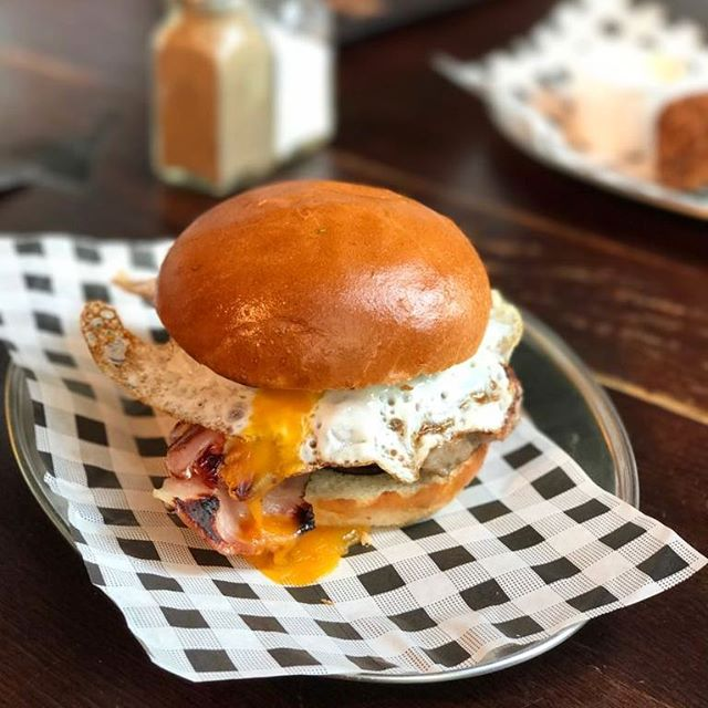 Did we mention we serve our breakfast favourites until 5pm? Bag yourself a table and a brekky bun to get ready for the #facup semi-final showing at VV!