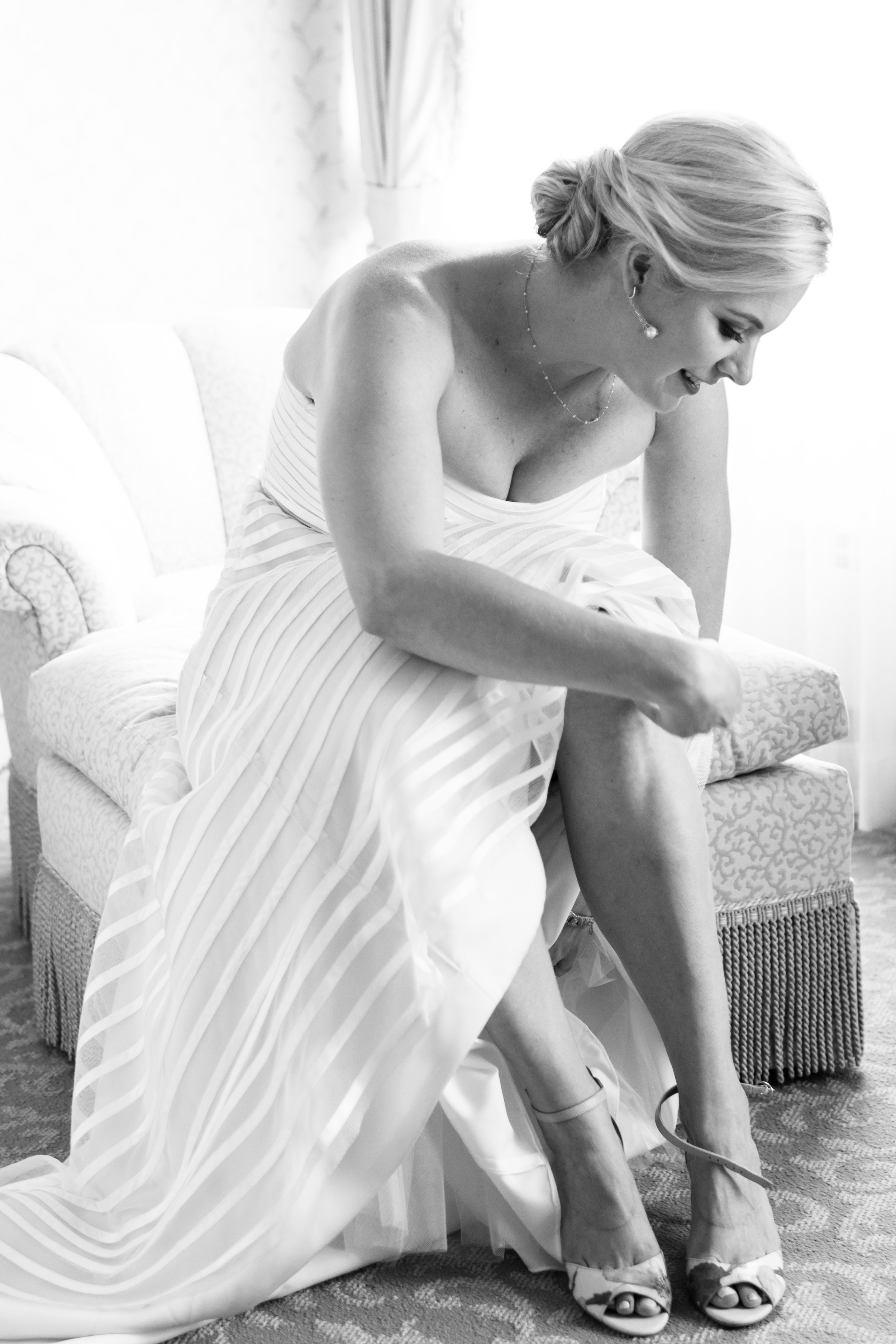 Bride getting ready chicago photography
