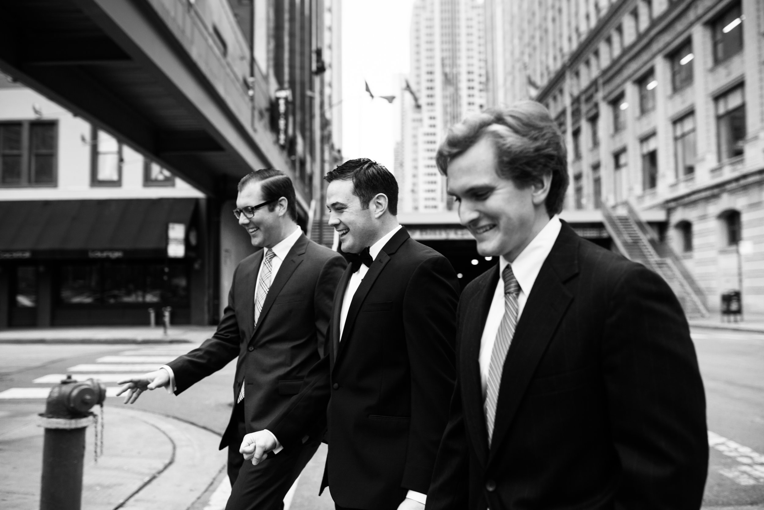 groom downtown chicago wedding