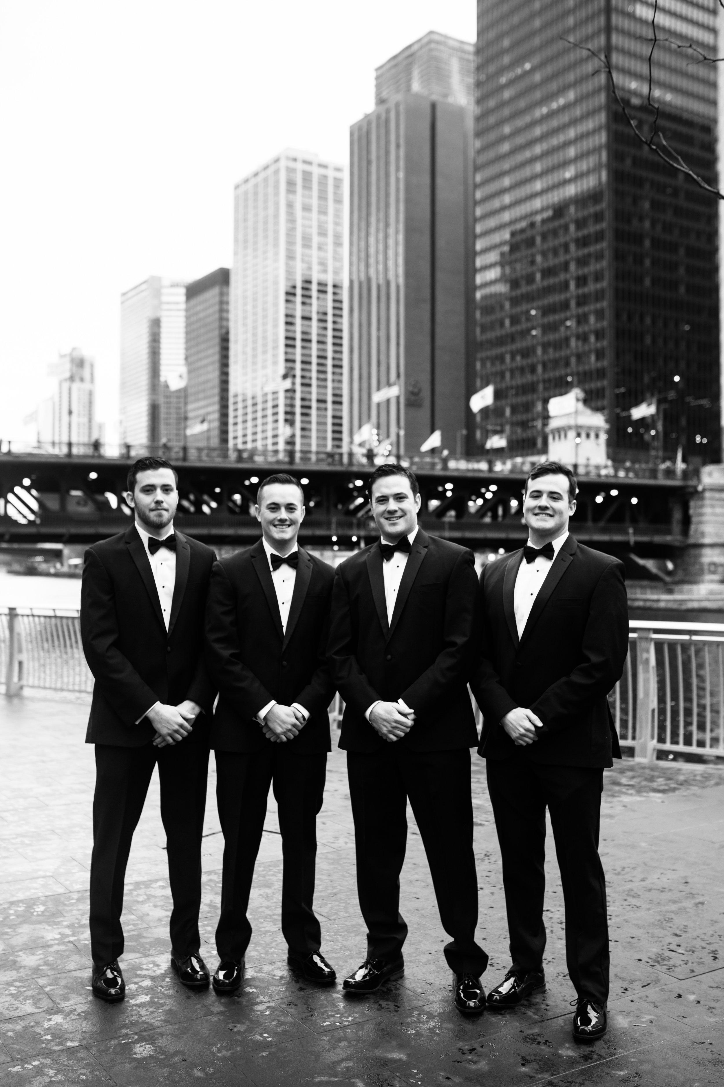 chicago skyline wedding party