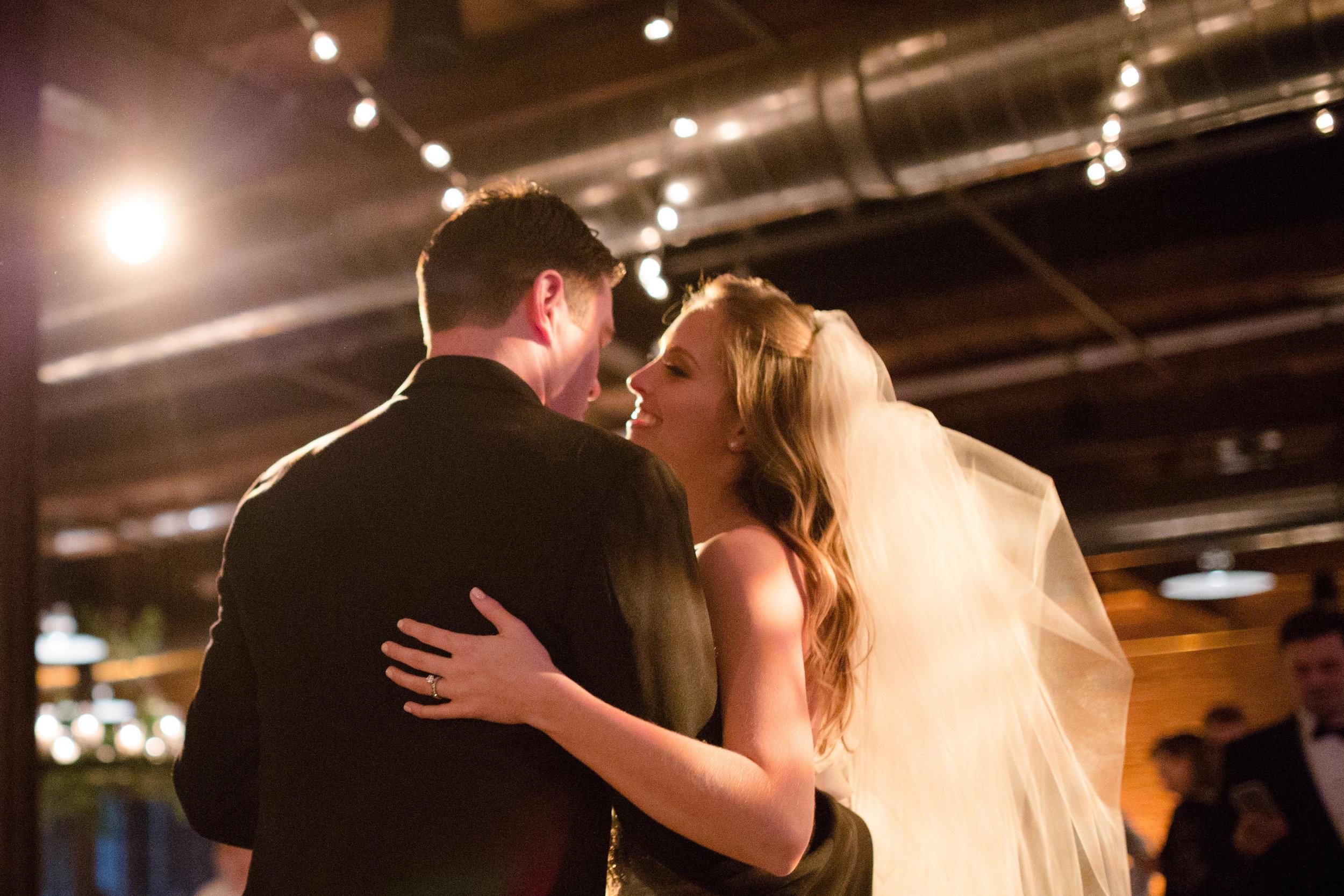 chicago wedding photographer first dance