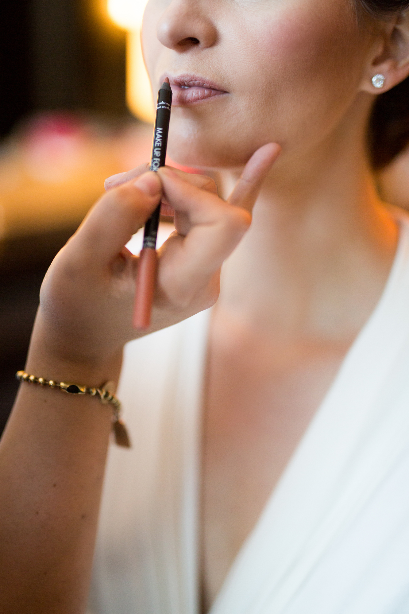 Bride gets ready at CC Loews Hotel in Downtown Chiago