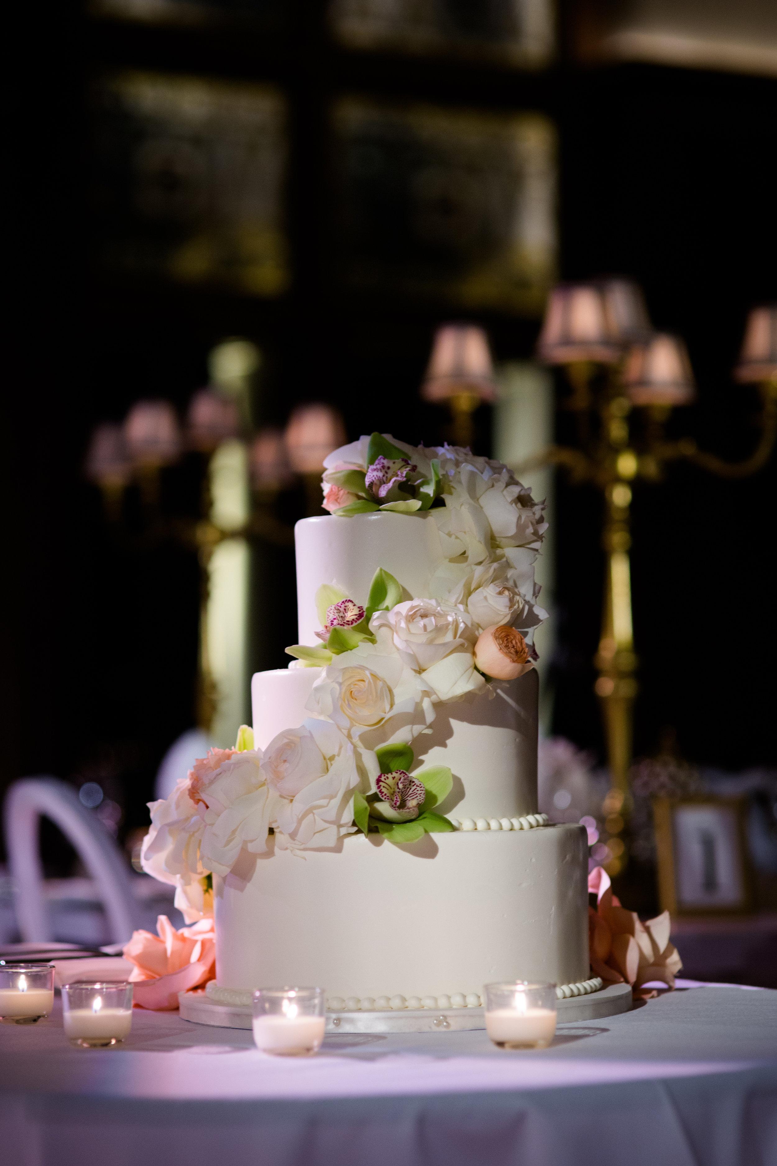Elegant southern inspired wedding cake at Chicago Athletic Association Hotel