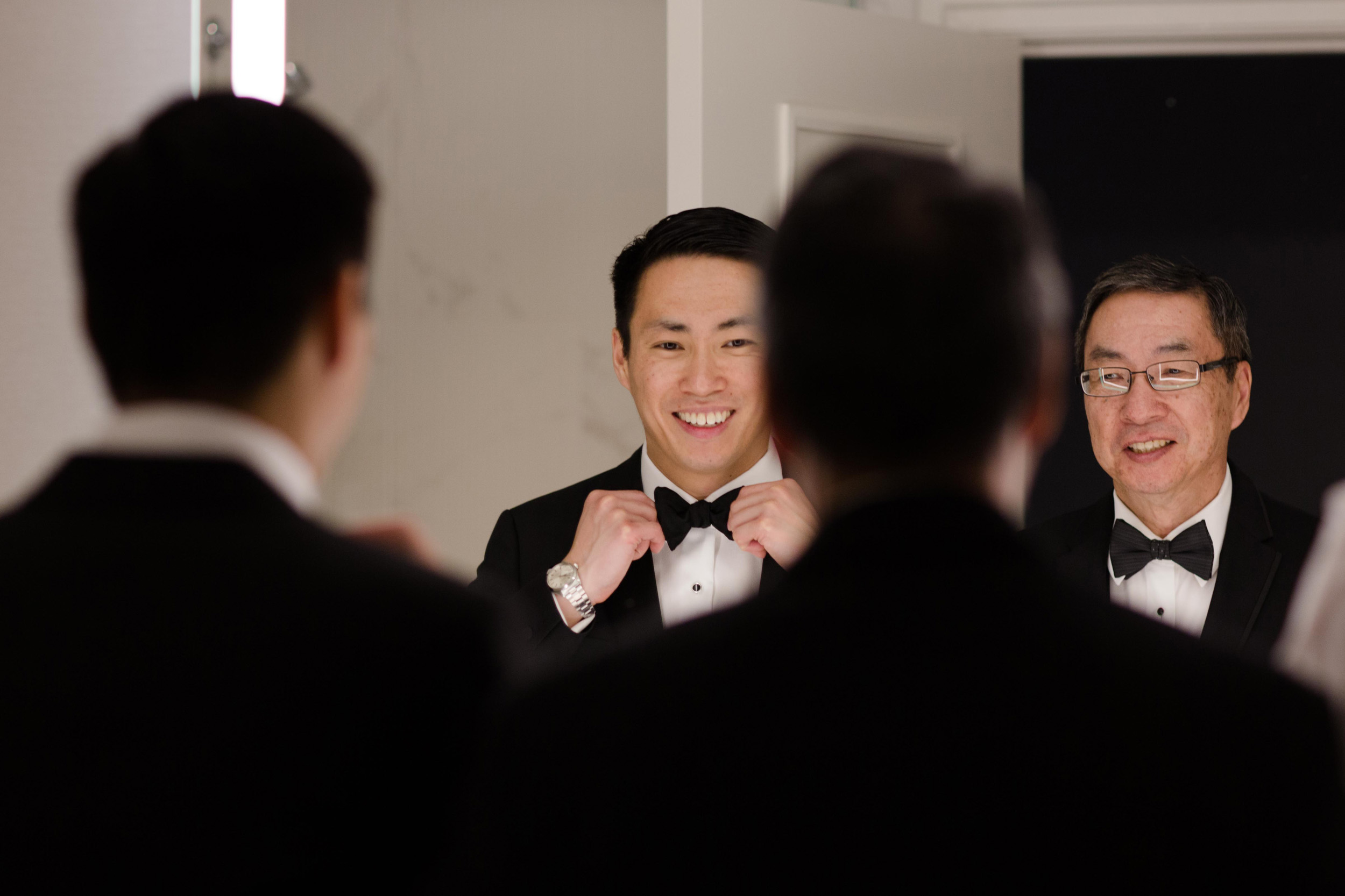 Groom gets ready for wedding at Art Institute of Chicago