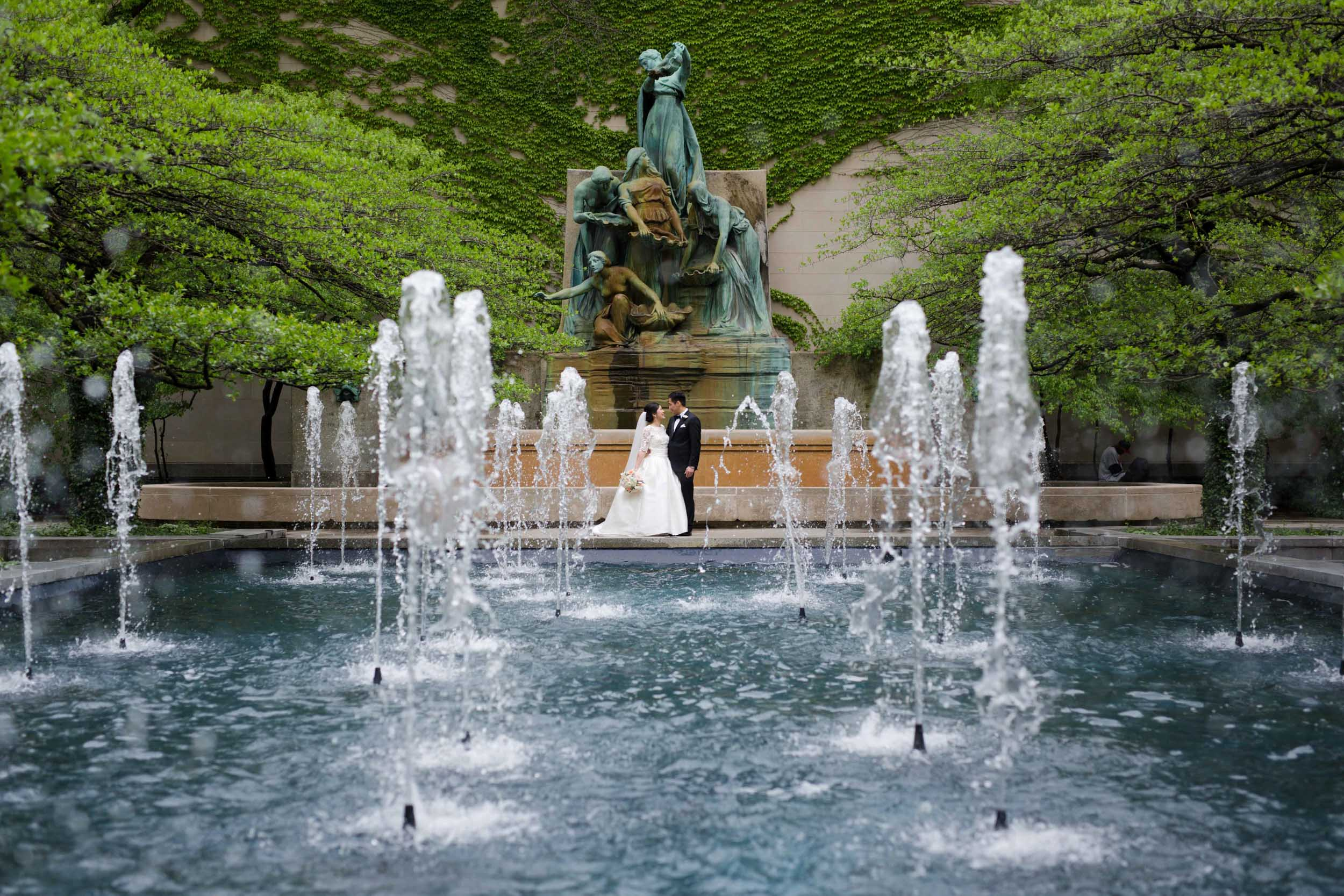 Wedding photography at the Art Institute of Chicago gardens