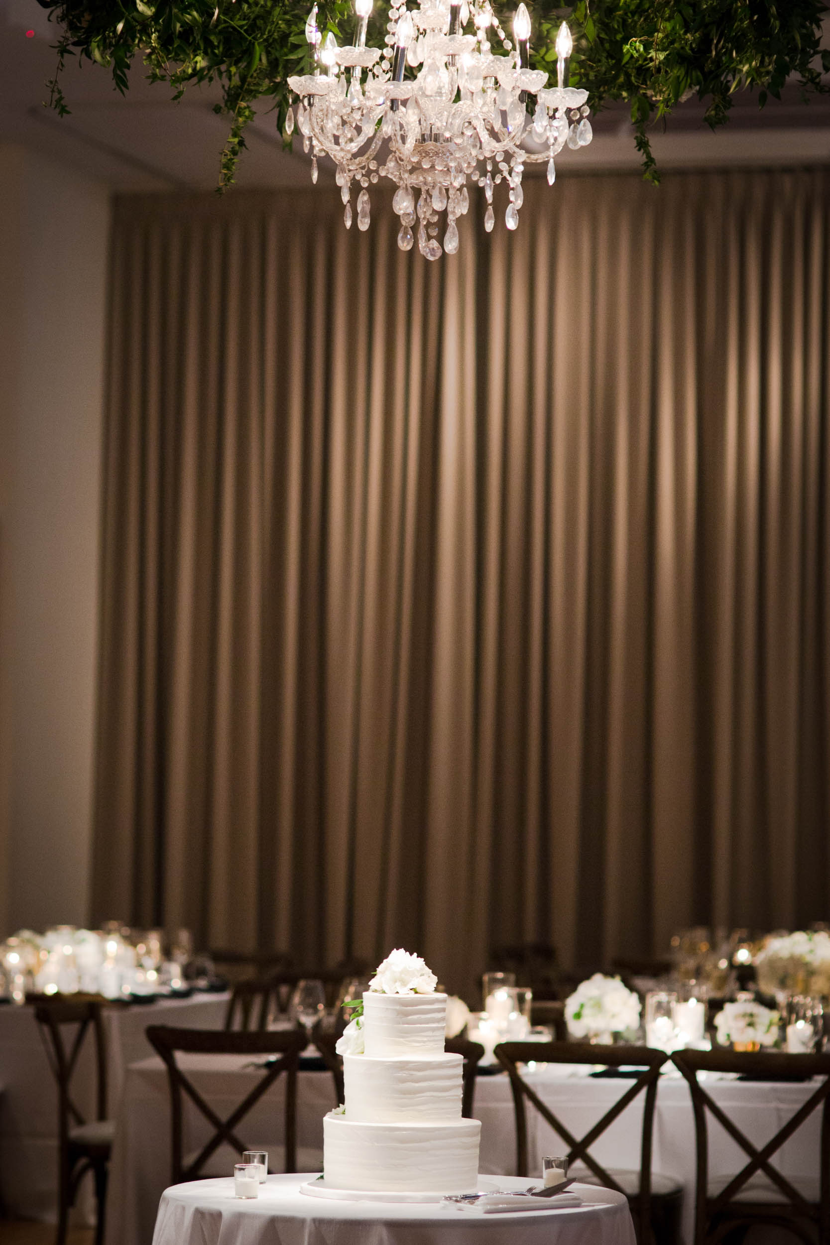 This classic white wedding cake at the Ivy Room in Chicago matched the elegant decor by A Stem Above for the reception.