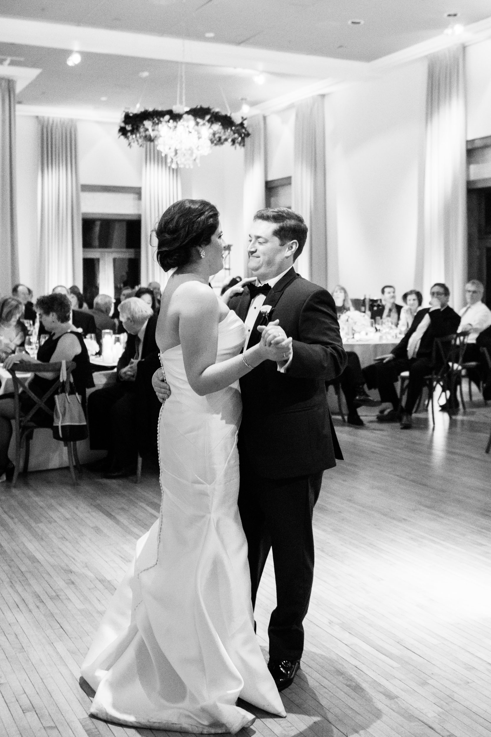 Elegant first dance at the Ivy Room in Chicago
