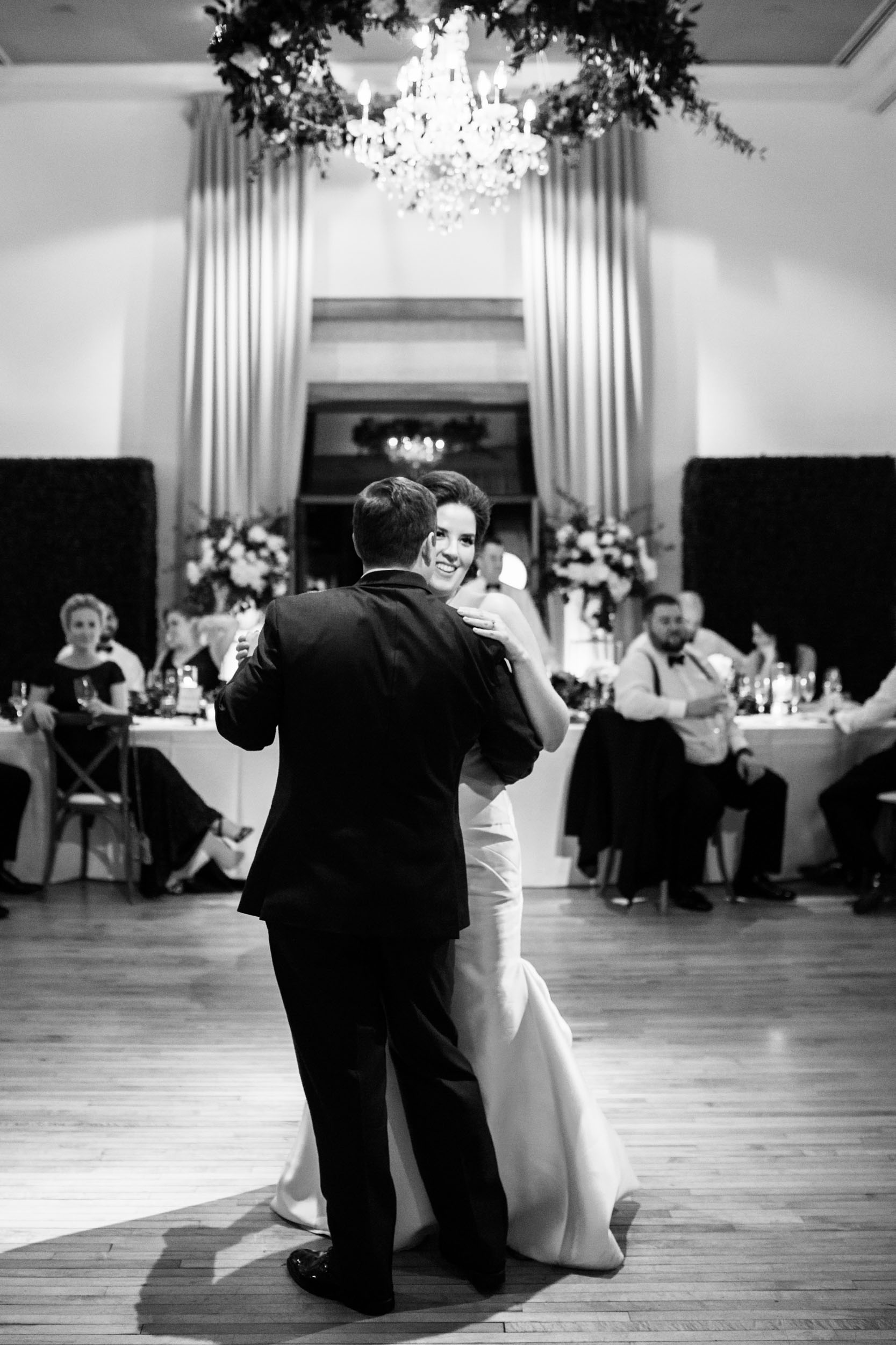 First dance songs for elegant Chicago weddings