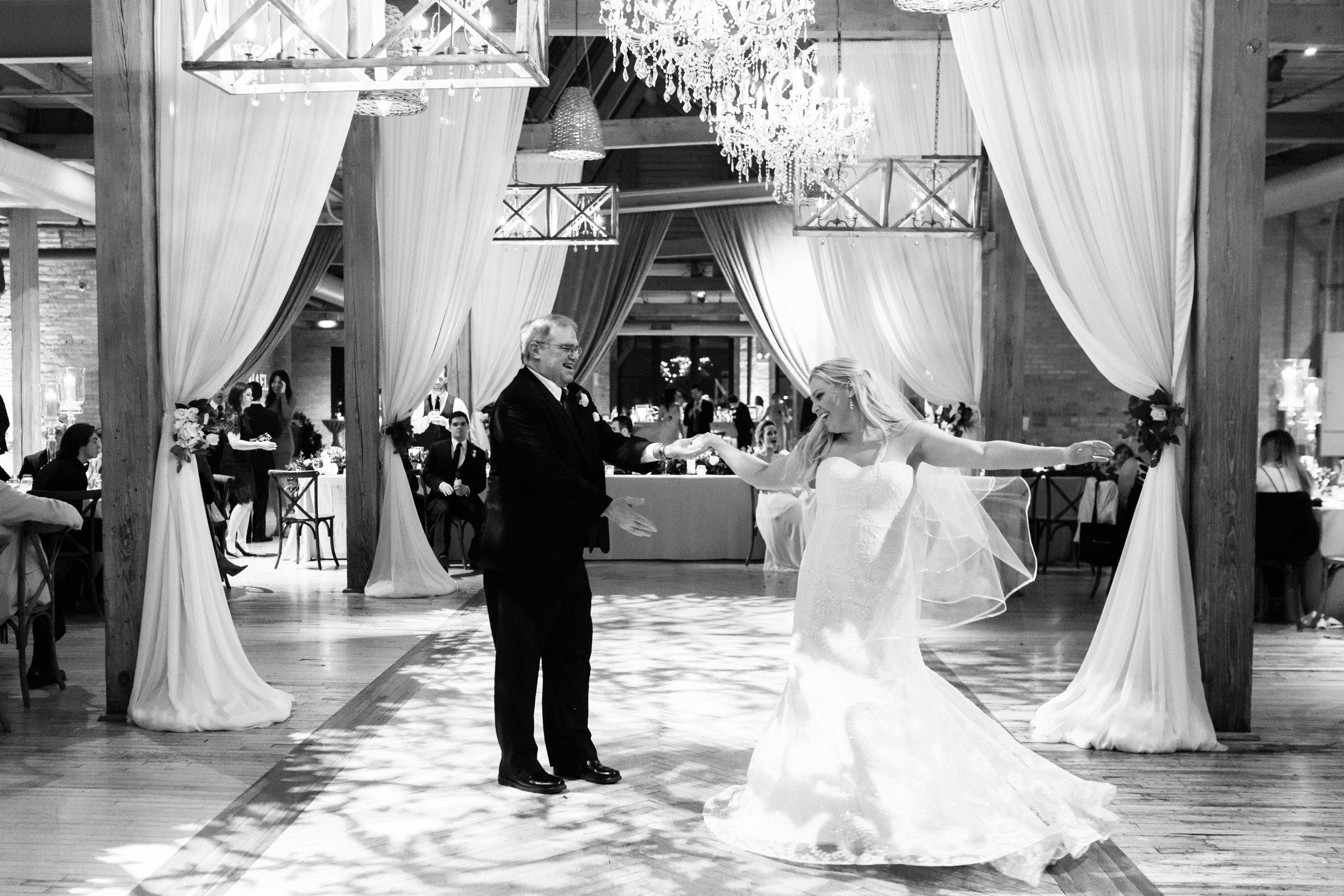 Rustic Bridgeport Art Center Wedding Chicago0111_2I8A9524.jpg