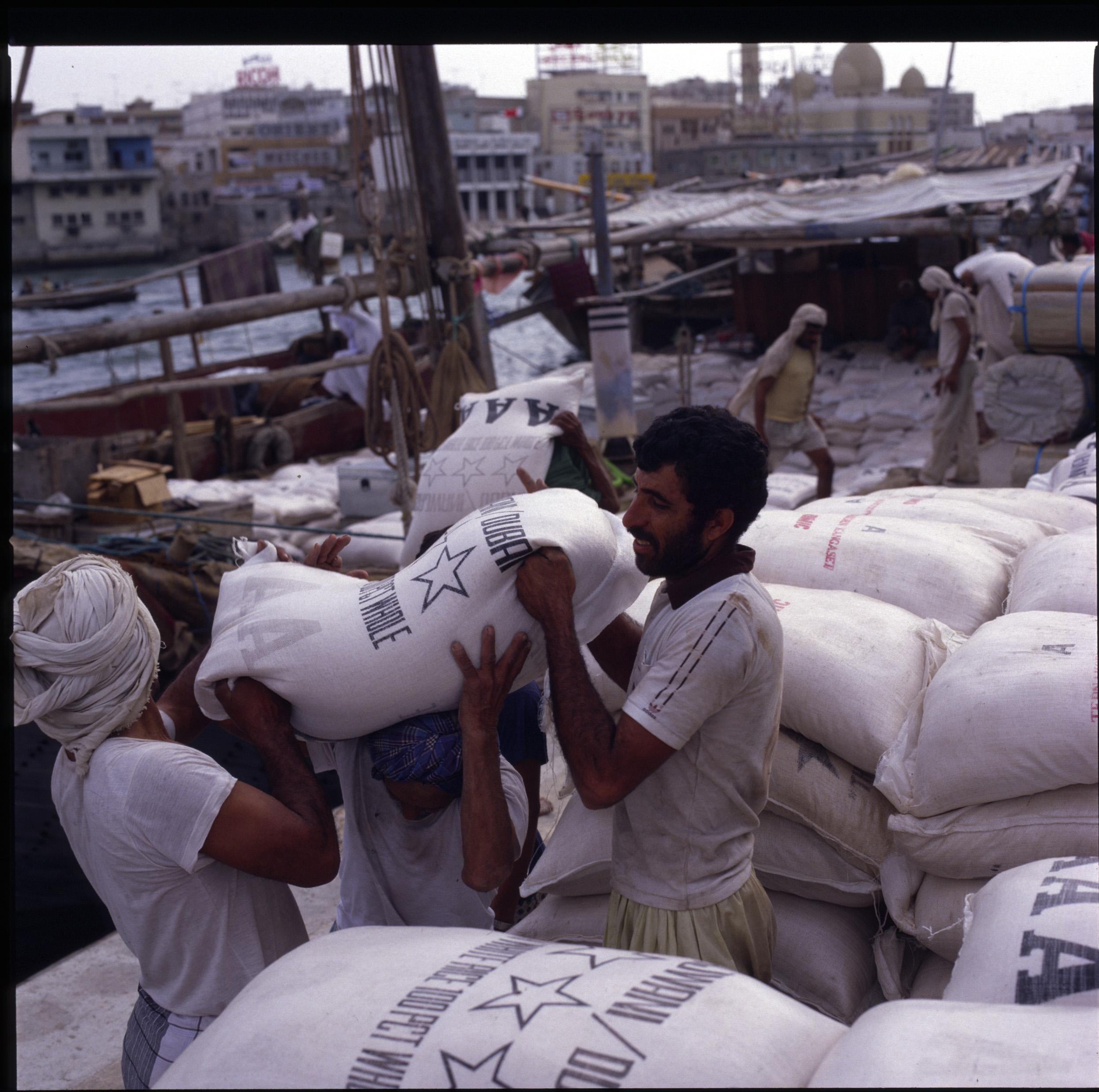Dubai Dhow loading 2
