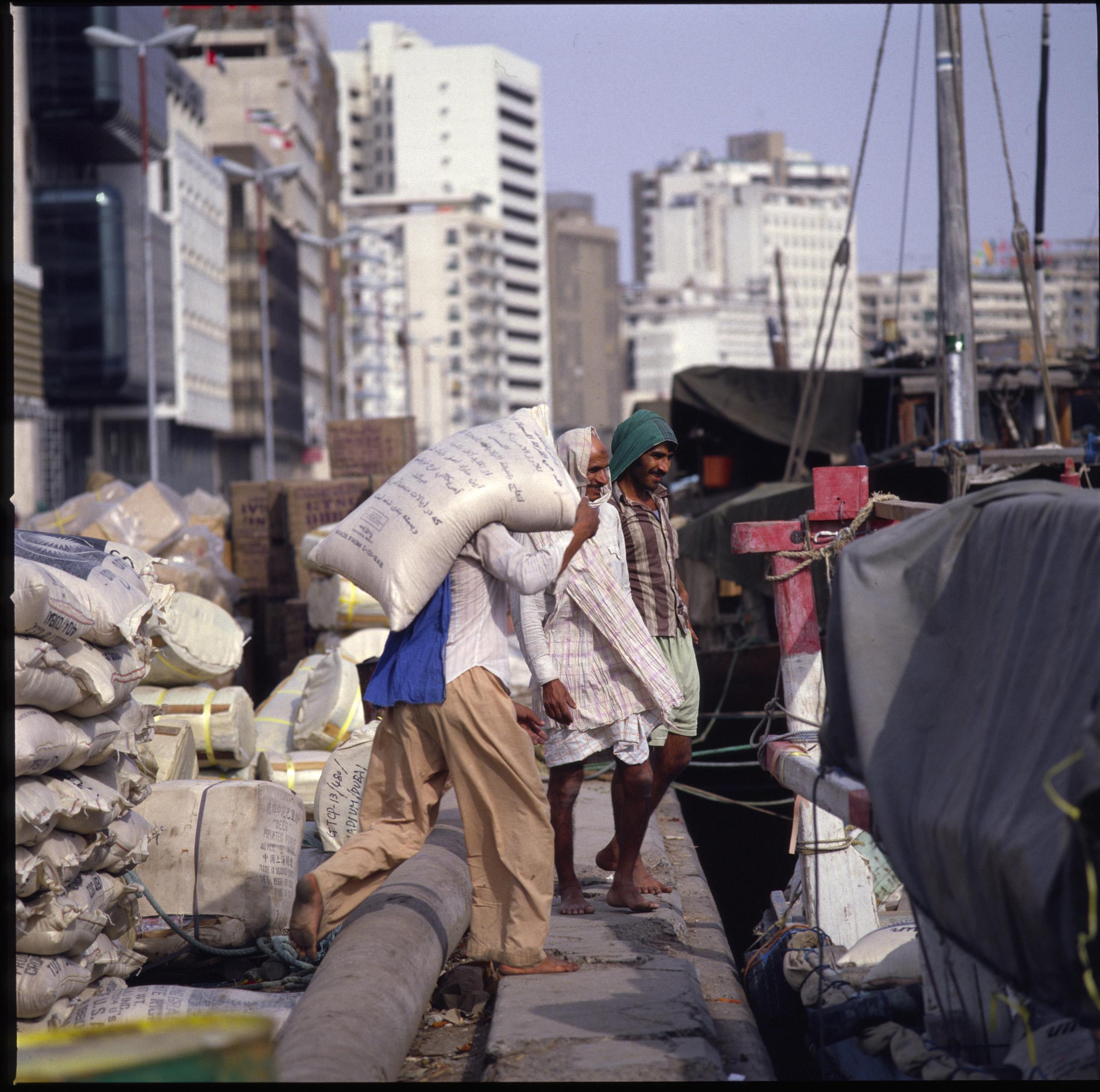 Dubai Dhow loading 3