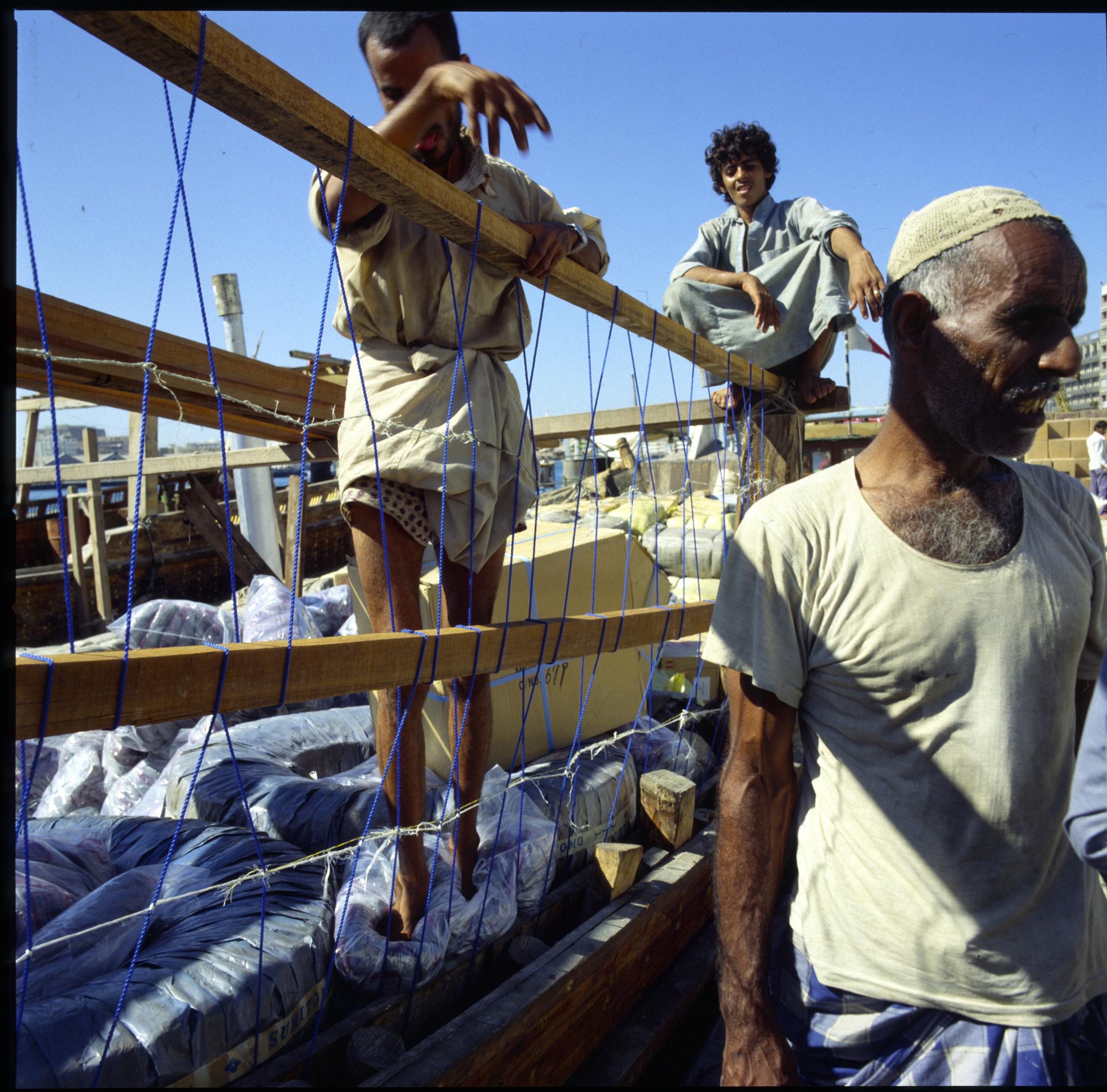 Dubai Dhow loading 4