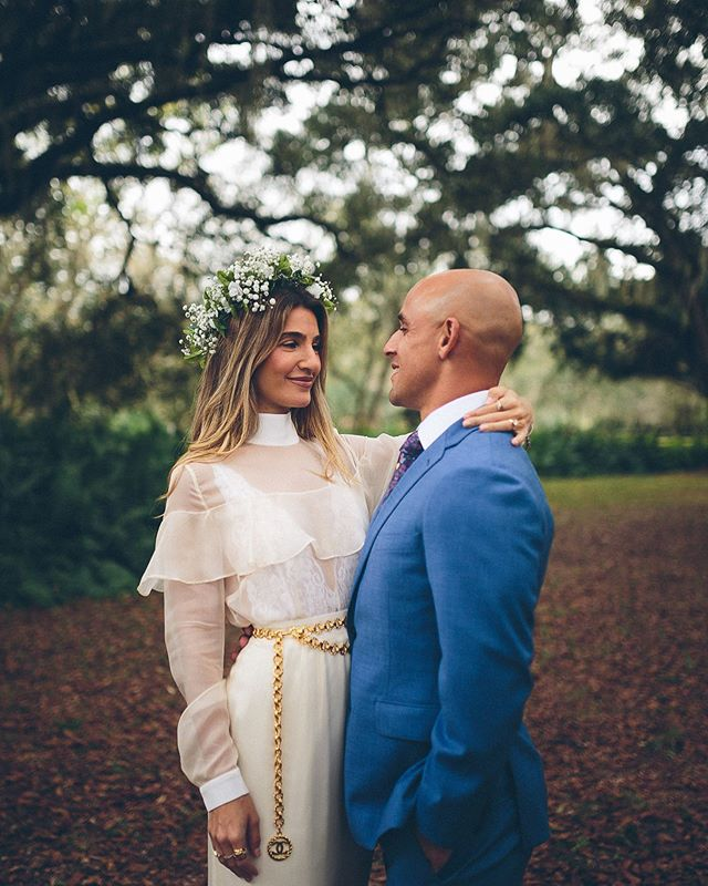 Janie + Isaac at @thebarnatchapelcreek #thebarnatchapelcreek #veniceflorida #rusticwedding #floridawedding #chapelcreekwedding #barnatchapelcreek #barnwedding #barnweddings
