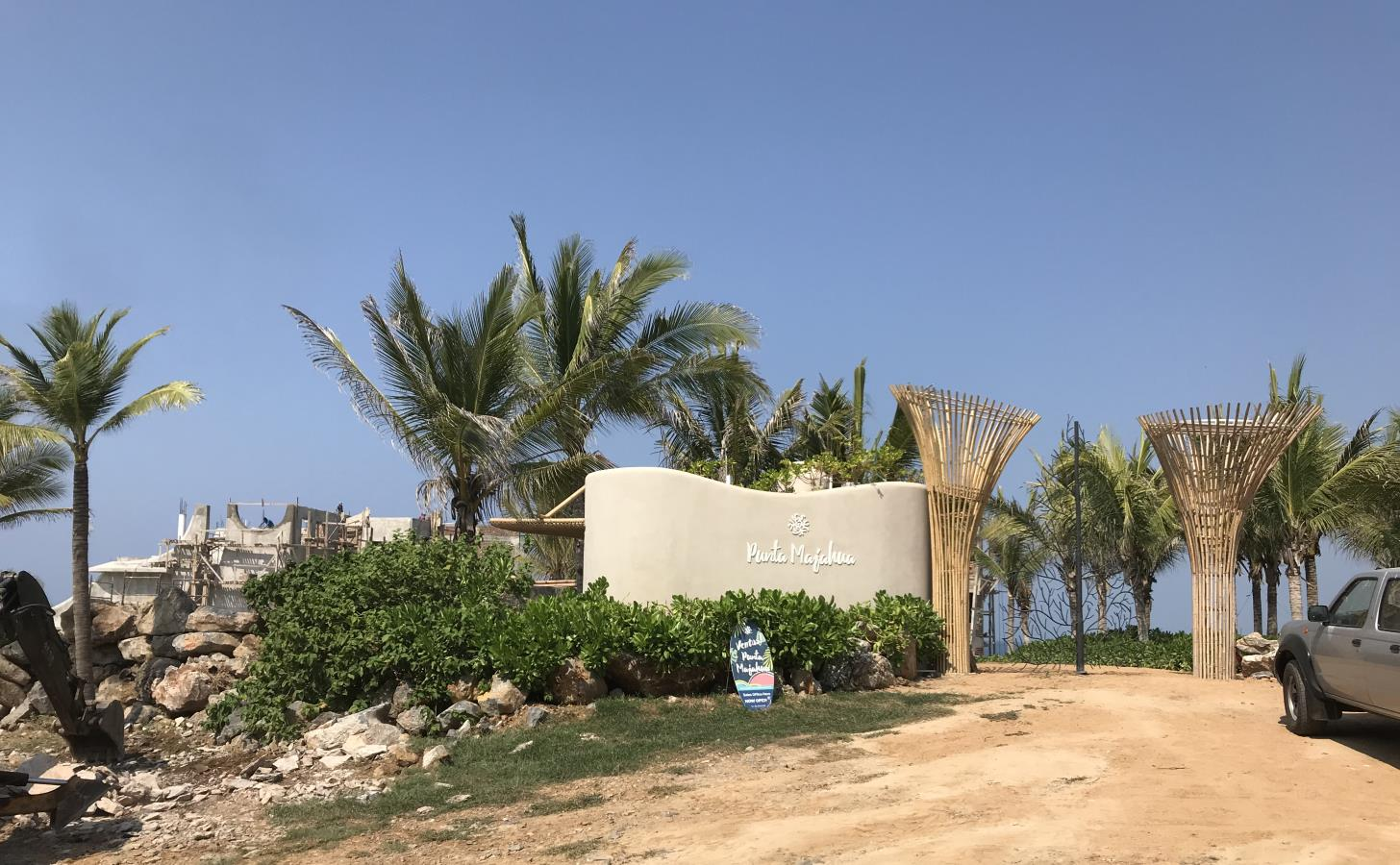 Acceso principal Punta Majahua