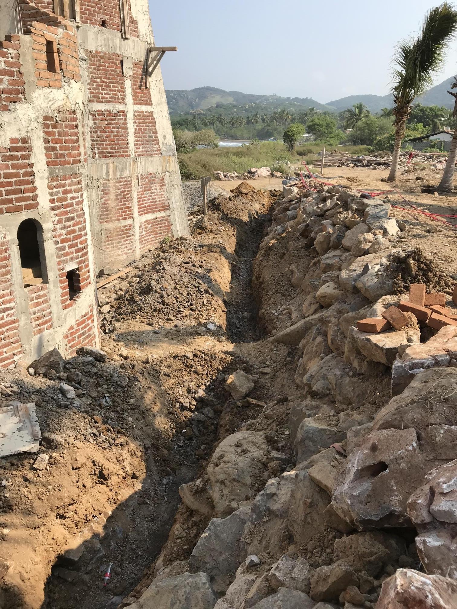 Excavación para colocar tuberias sanitarias