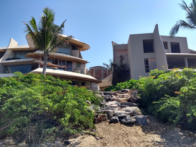 Zaha 3 Beach Access