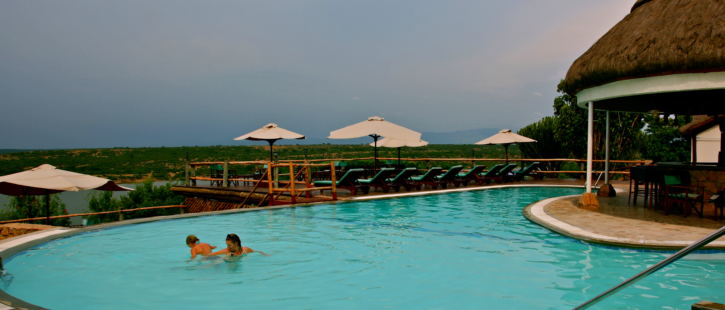 mweya_safari_lodge_swimming_pool-hi.jpg