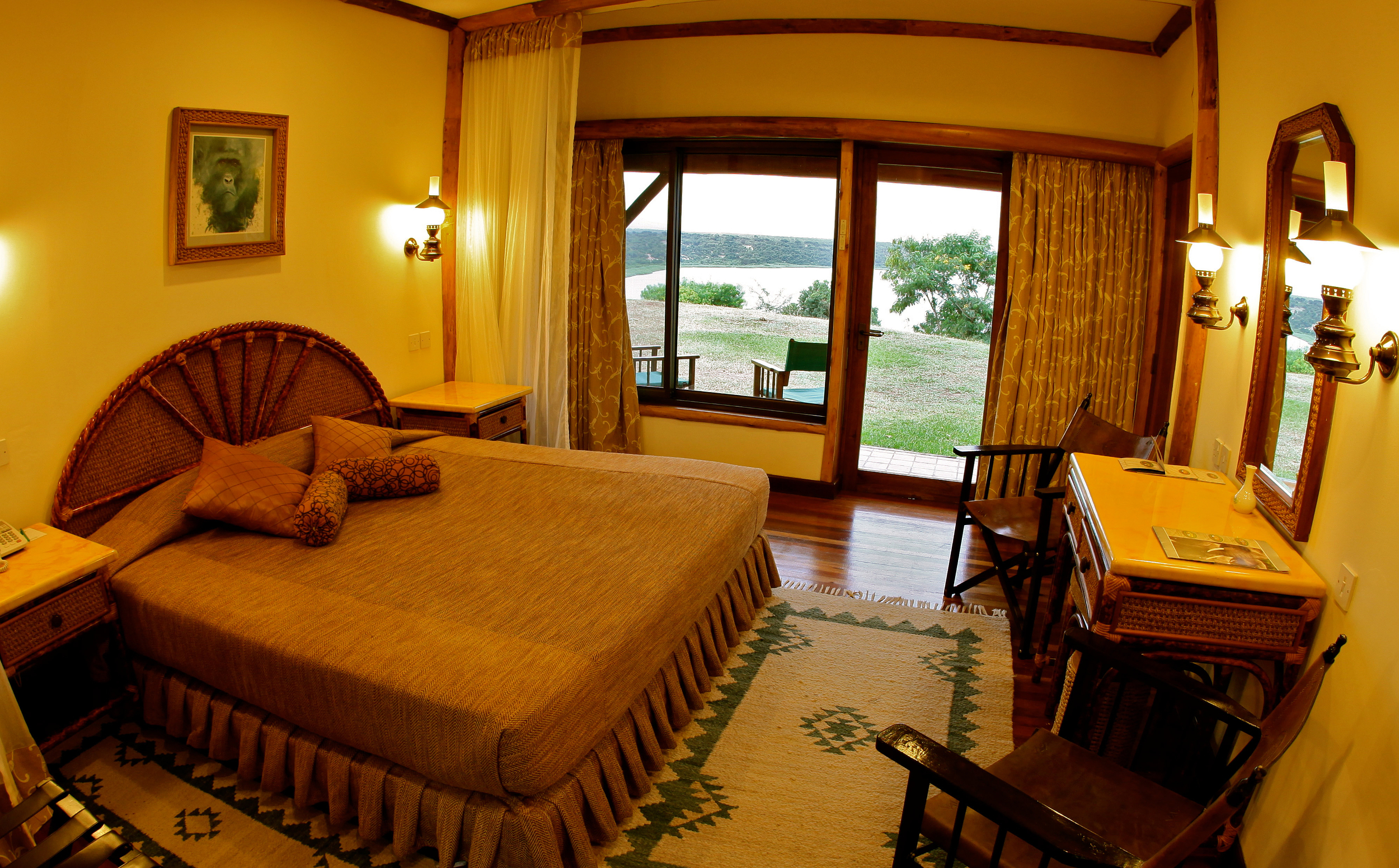 mweya_safari_lodge_suite_bedroom-hi.jpg