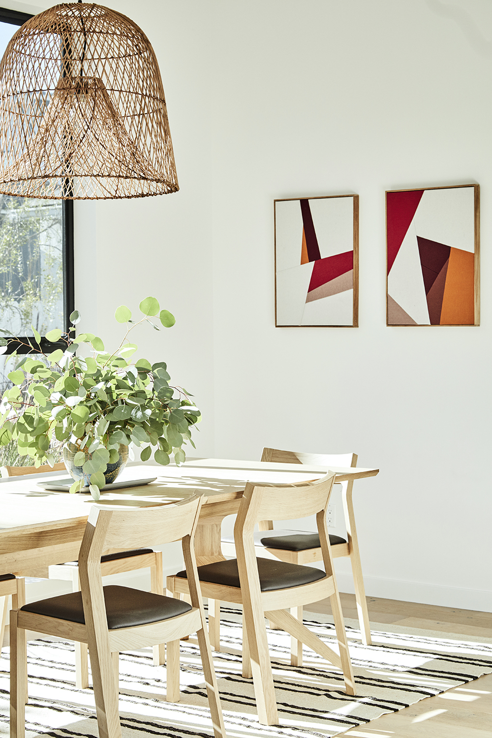 Modern dining room by Carly Waters Style