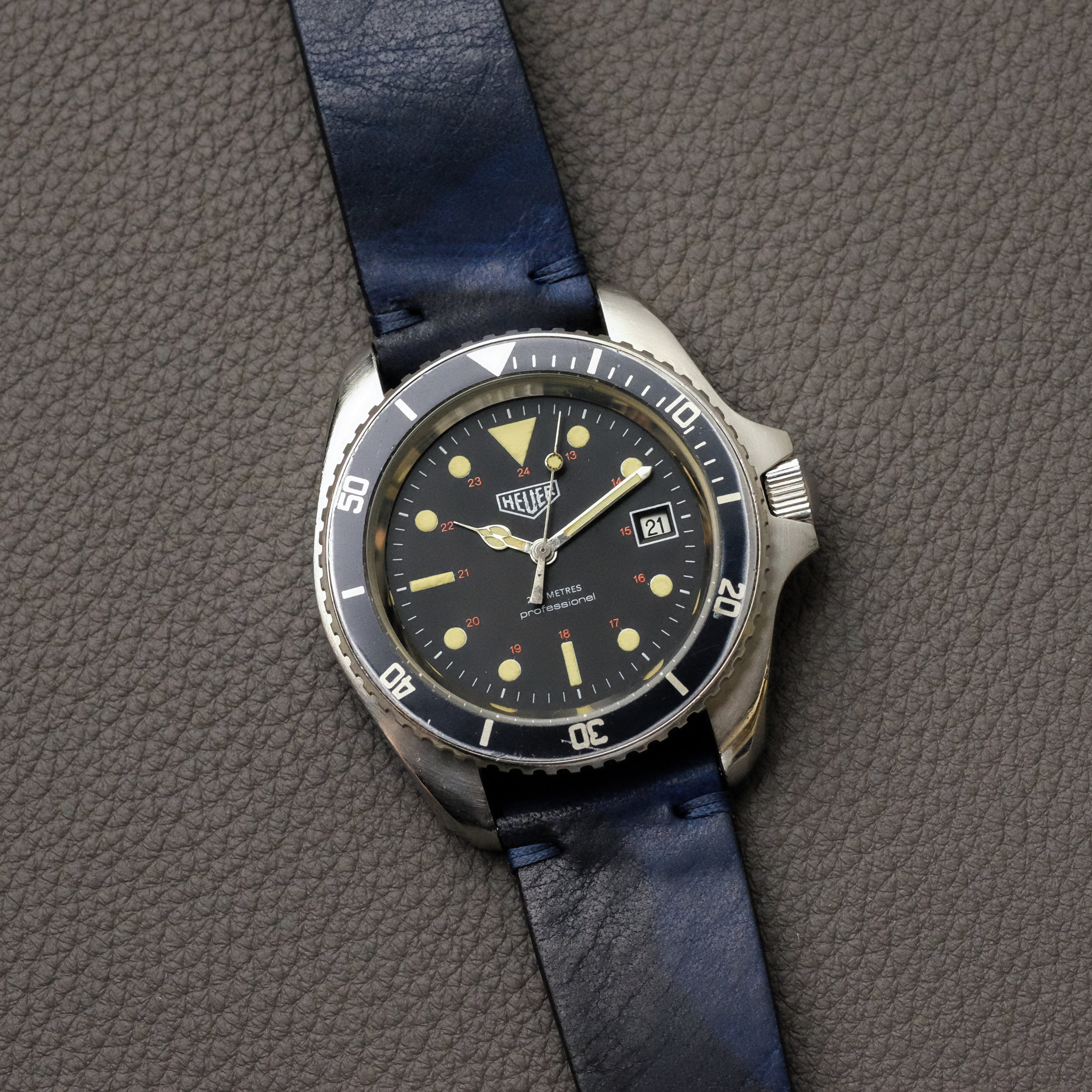 Unidirectional bezel with no lume pip