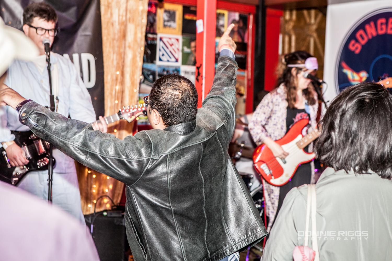 MENAGE A GARAGE DC MUSIC ROCKS