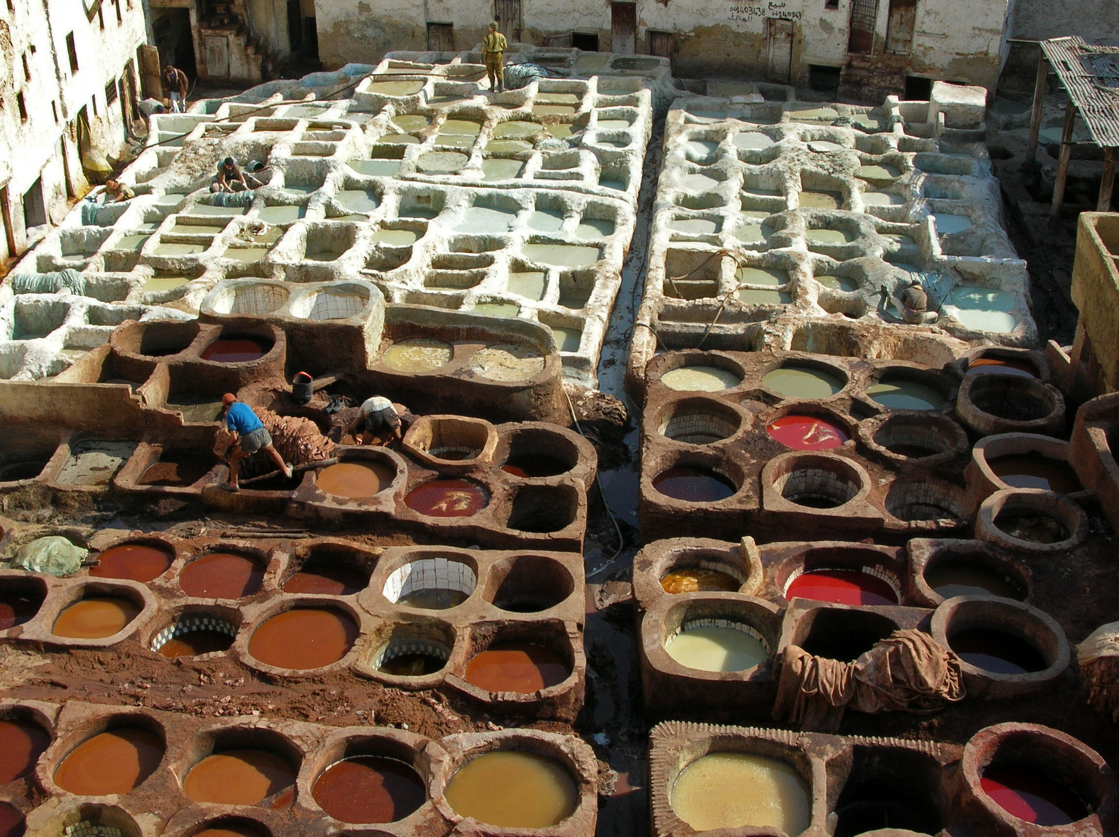Leather_tanning,_Fes.jpg