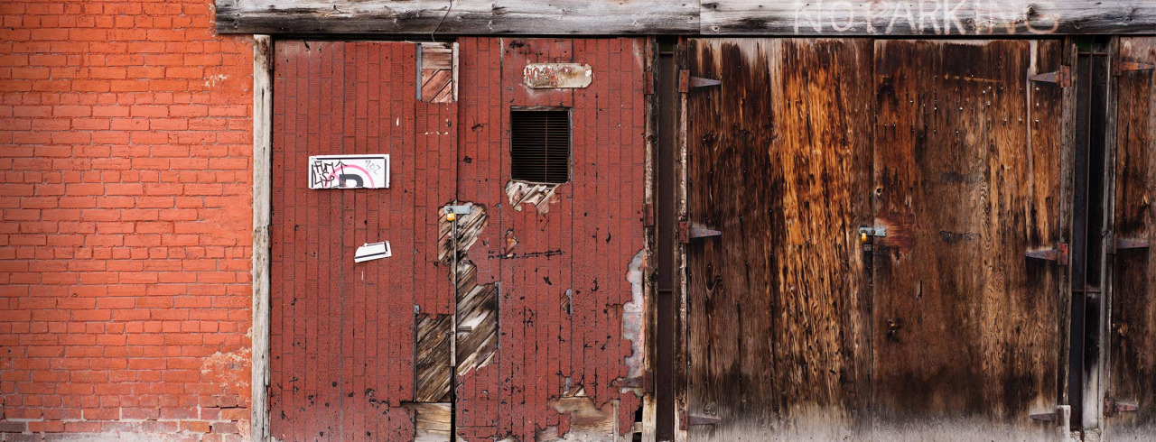 I liked the colour palette of this wall. D800, ISO 100, 50mm, F4. 5500K, 125th/sec.